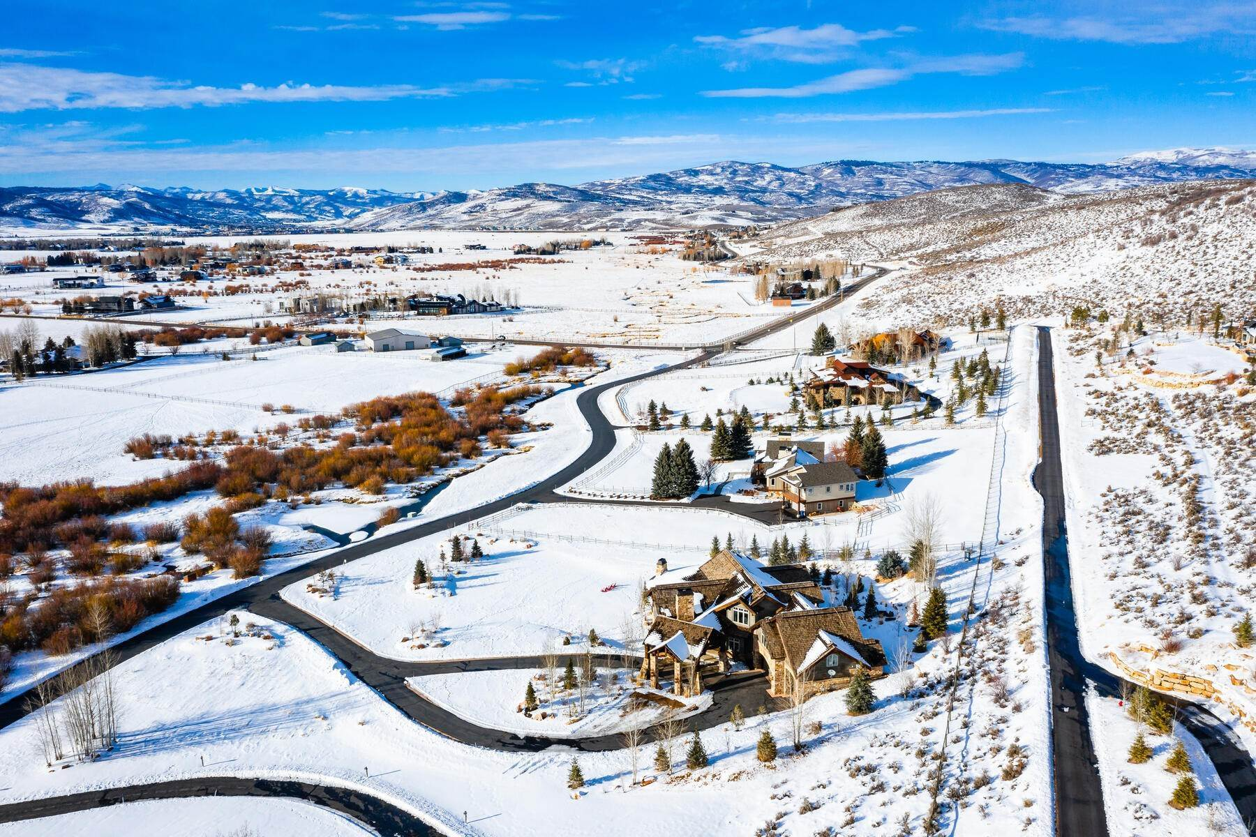 43. Single Family Homes for Sale at Rare Ranch Creek Estates Home Boasts over 3 Acres with Unparalleled Views 4400 N Ranch Creek Ln Park City, Utah 84098 United States