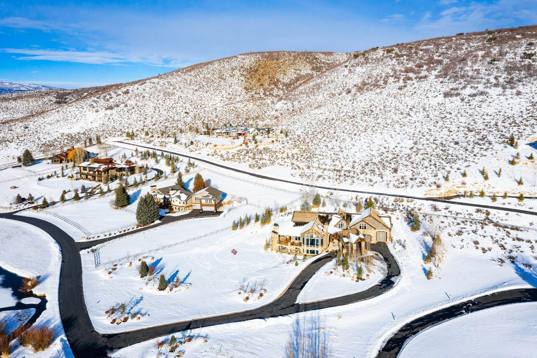 44. Single Family Homes for Sale at Rare Ranch Creek Estates Home Boasts over 3 Acres with Unparalleled Views 4400 N Ranch Creek Ln Park City, Utah 84098 United States