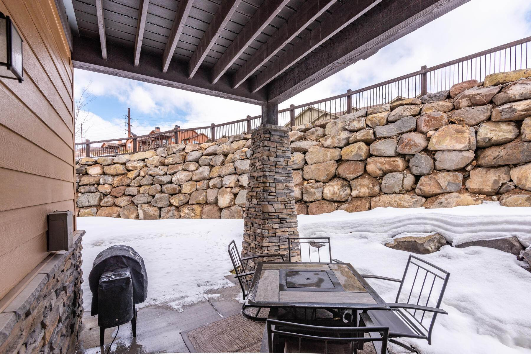 18. Condominiums for Sale at 3 Bedrooms Under $500k Within Minutes of Park City 14345 N Buck Horn Trail E Kamas, Utah 84036 United States