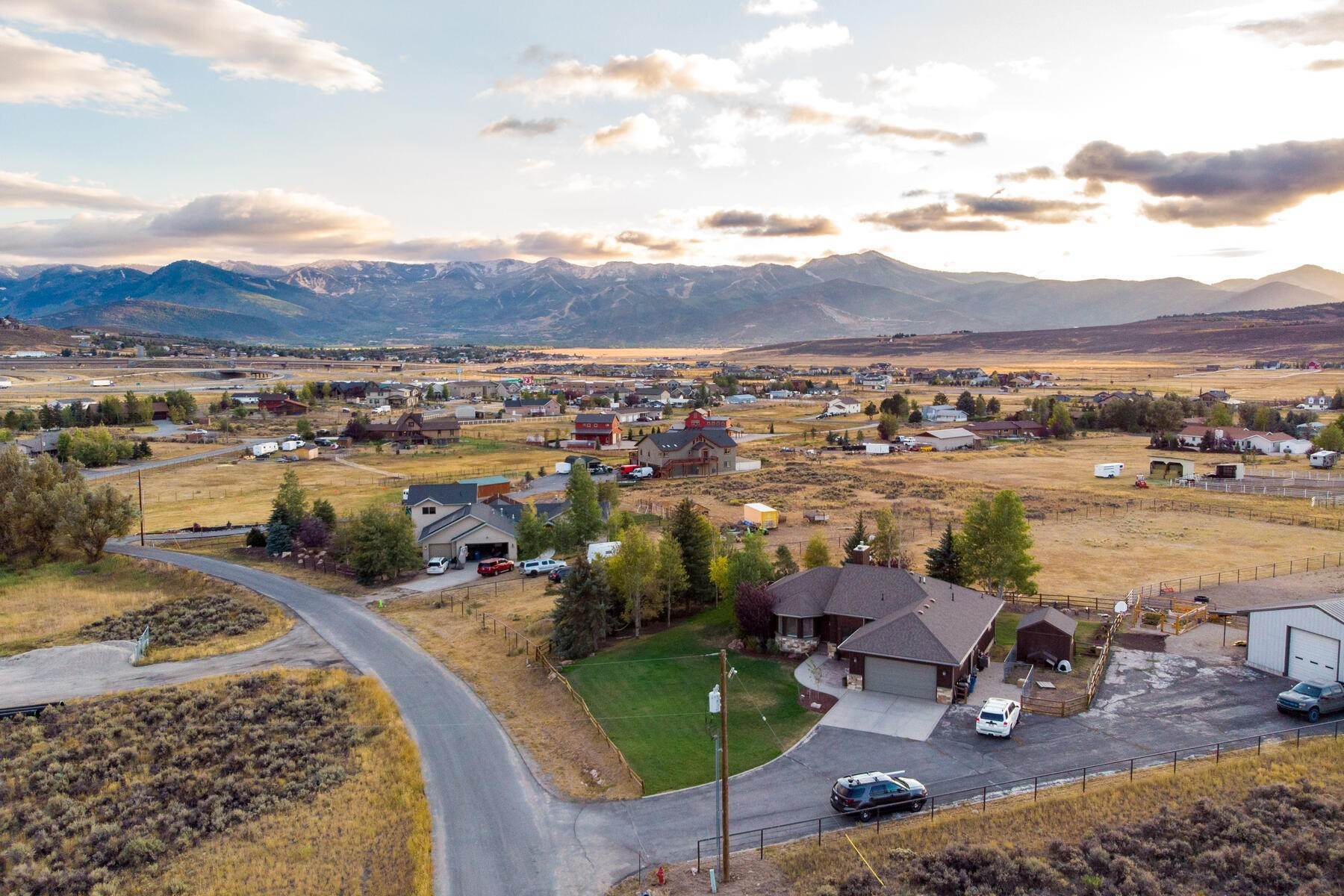 19. Single Family Homes for Sale at Space, Privacy and Views in Silver Creek 959 E Echo Lane Park City, Utah 84098 United States