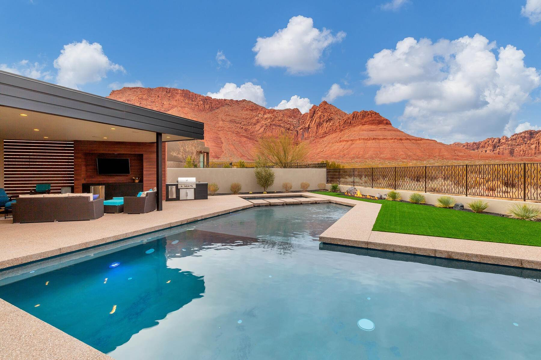 37. Single Family Homes for Sale at Modern Luxury Living In Snow Canyon 362 N Turtle Point Dr Ivins, Utah 84738 United States