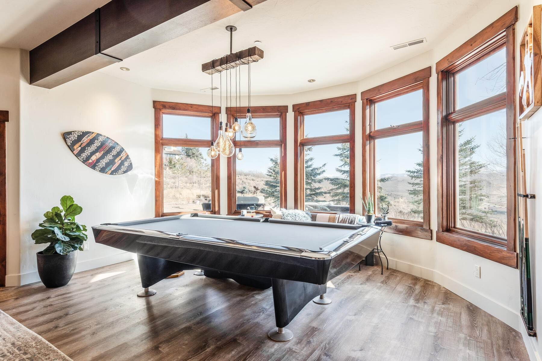 25. Single Family Homes for Sale at Updated Home in Park Meadows Has It All! 2710 Silver Cloud Dr Park City, Utah 84060 United States