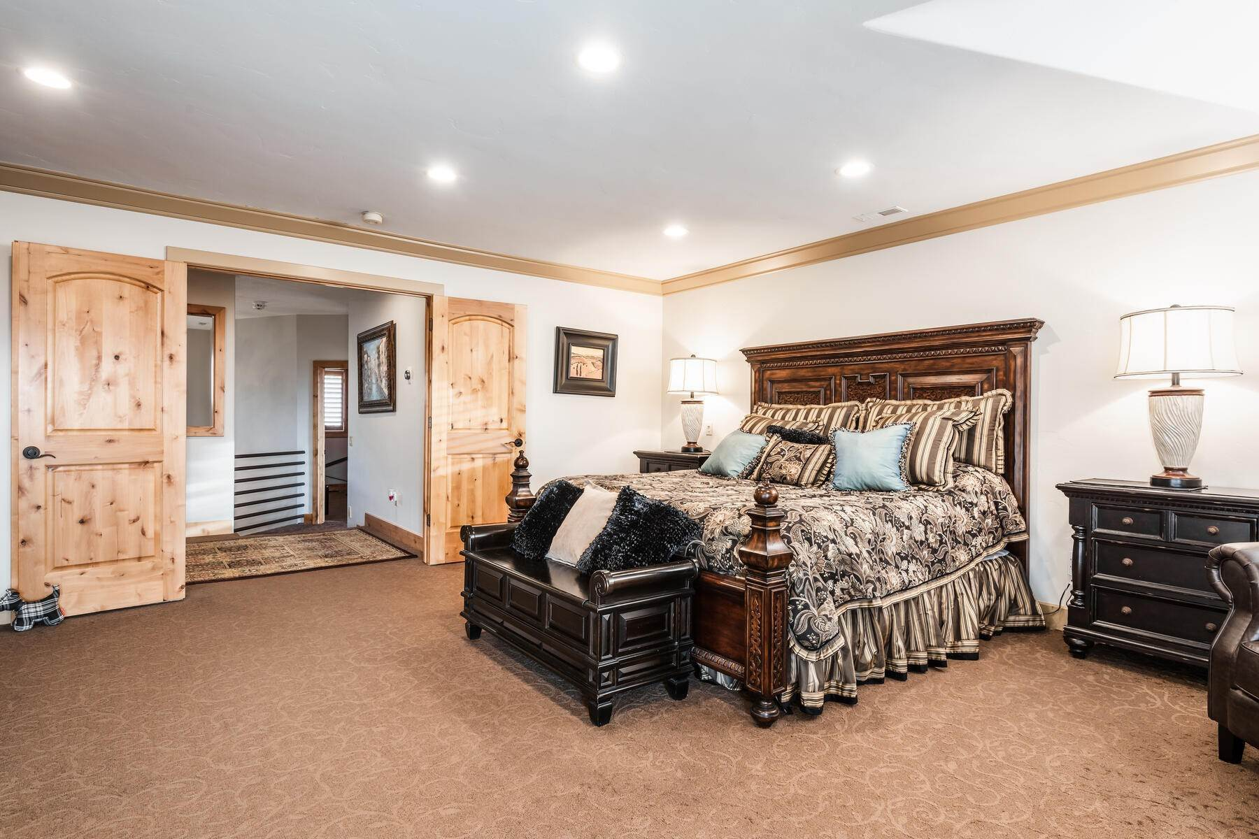 13. Single Family Homes for Sale at Beautiful 2-Story High up on Draper's East Bench 12464 S 1840 E Draper, Utah 84020 United States