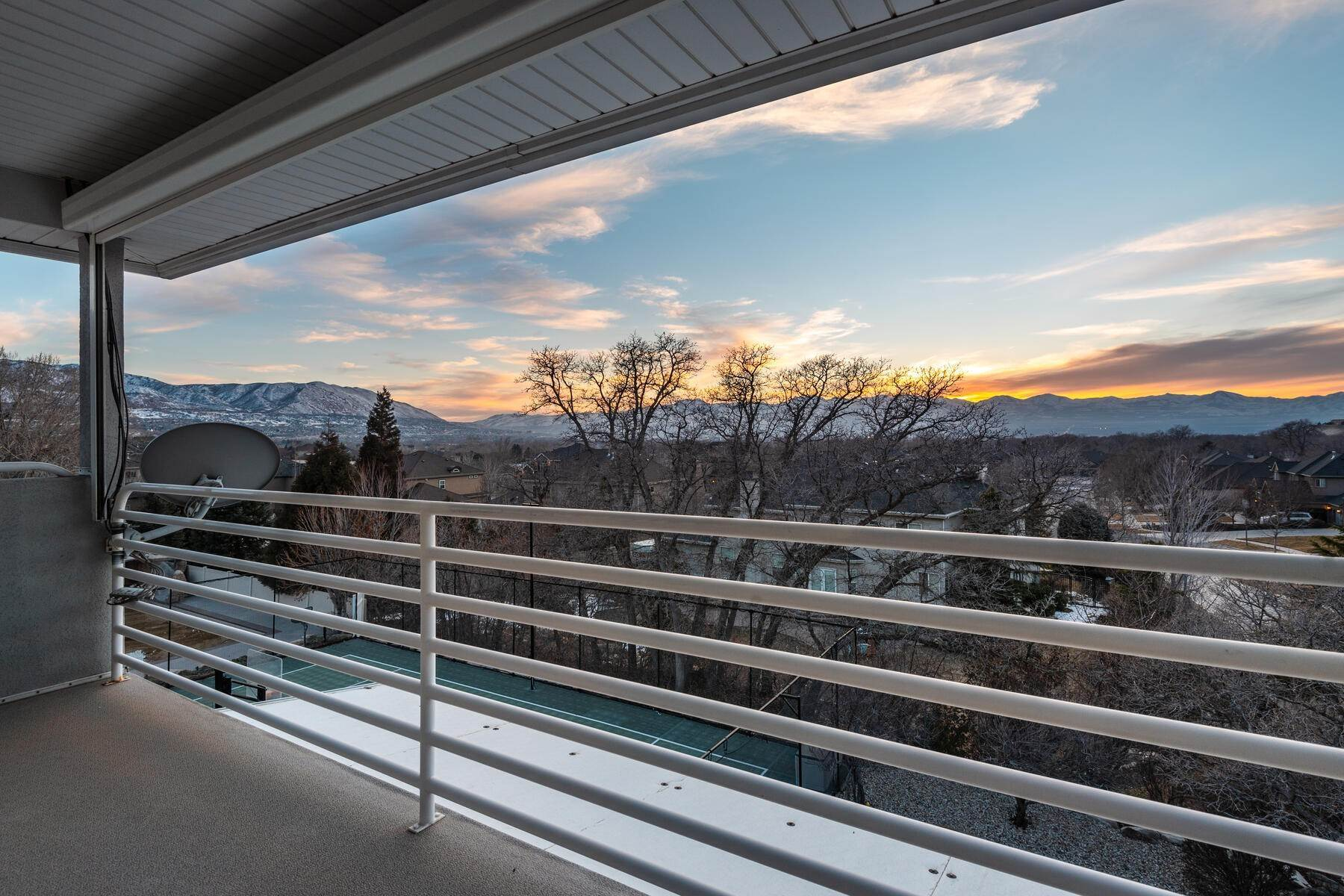 43. Single Family Homes for Sale at Beautiful 2-Story High up on Draper's East Bench 12464 S 1840 E Draper, Utah 84020 United States