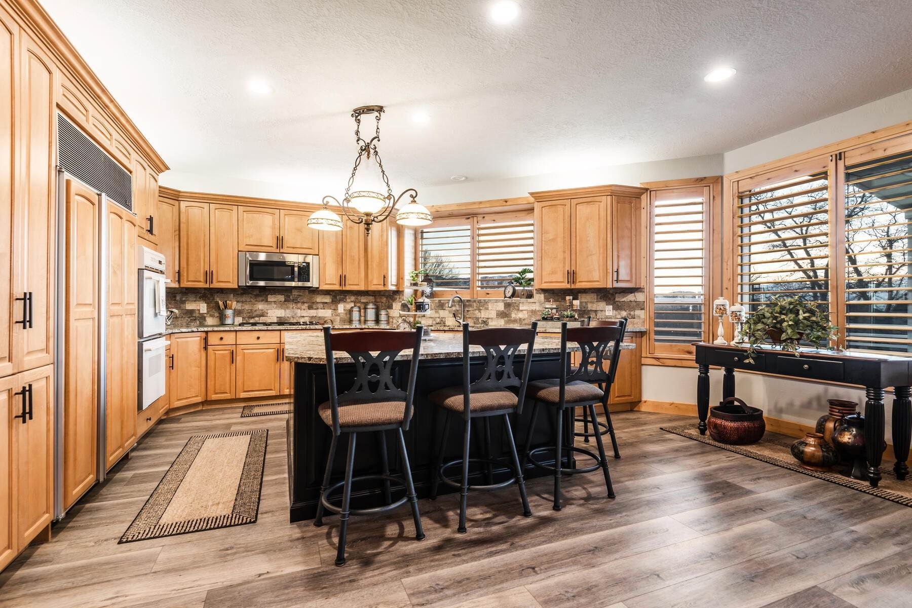 9. Single Family Homes for Sale at Beautiful 2-Story High up on Draper's East Bench 12464 S 1840 E Draper, Utah 84020 United States