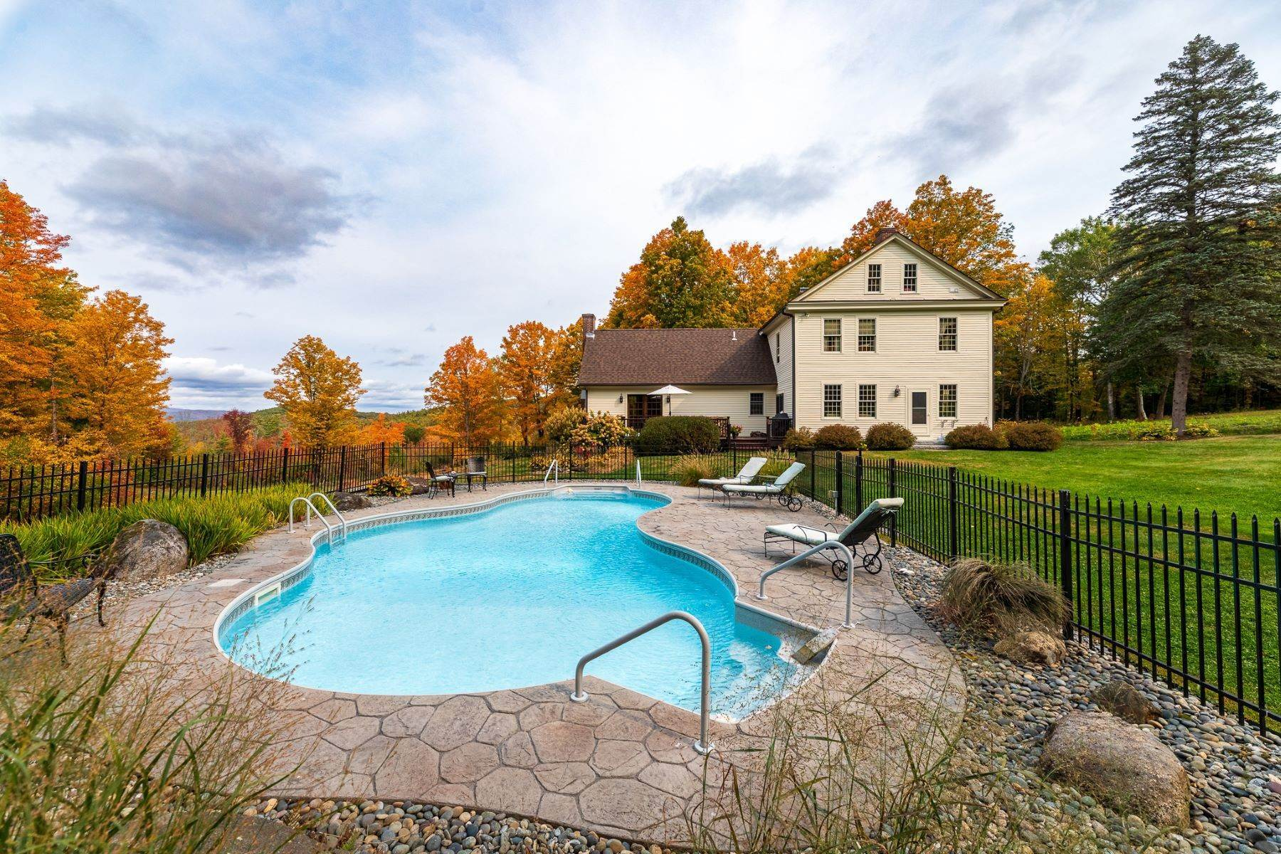 36. Single Family Homes for Sale at Spectacular Country Estate 28 Loomis Road Lebanon, New Hampshire 03766 United States