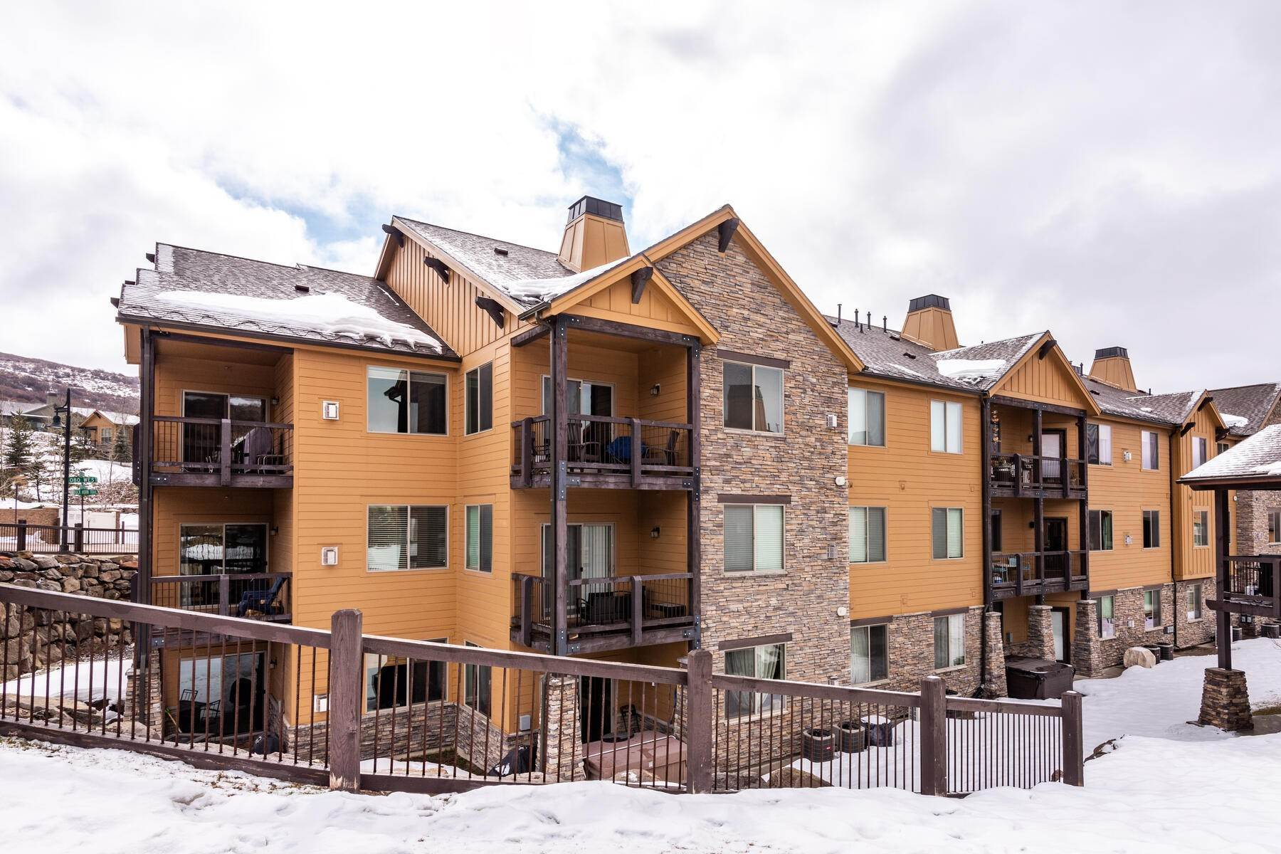 21. Condominiums for Sale at 3 Bedrooms Under $500k Within Minutes of Park City 14345 N Buck Horn Trail E Kamas, Utah 84036 United States