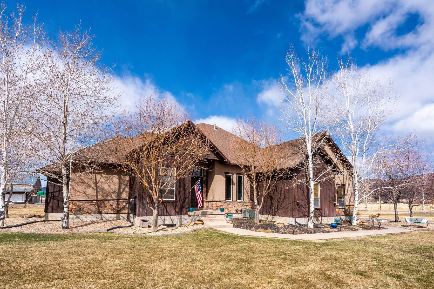 46. Single Family Homes for Sale at Expansive Home On One Acre in Oakley 5425 N Estates Ln Oakley, Utah 84055 United States