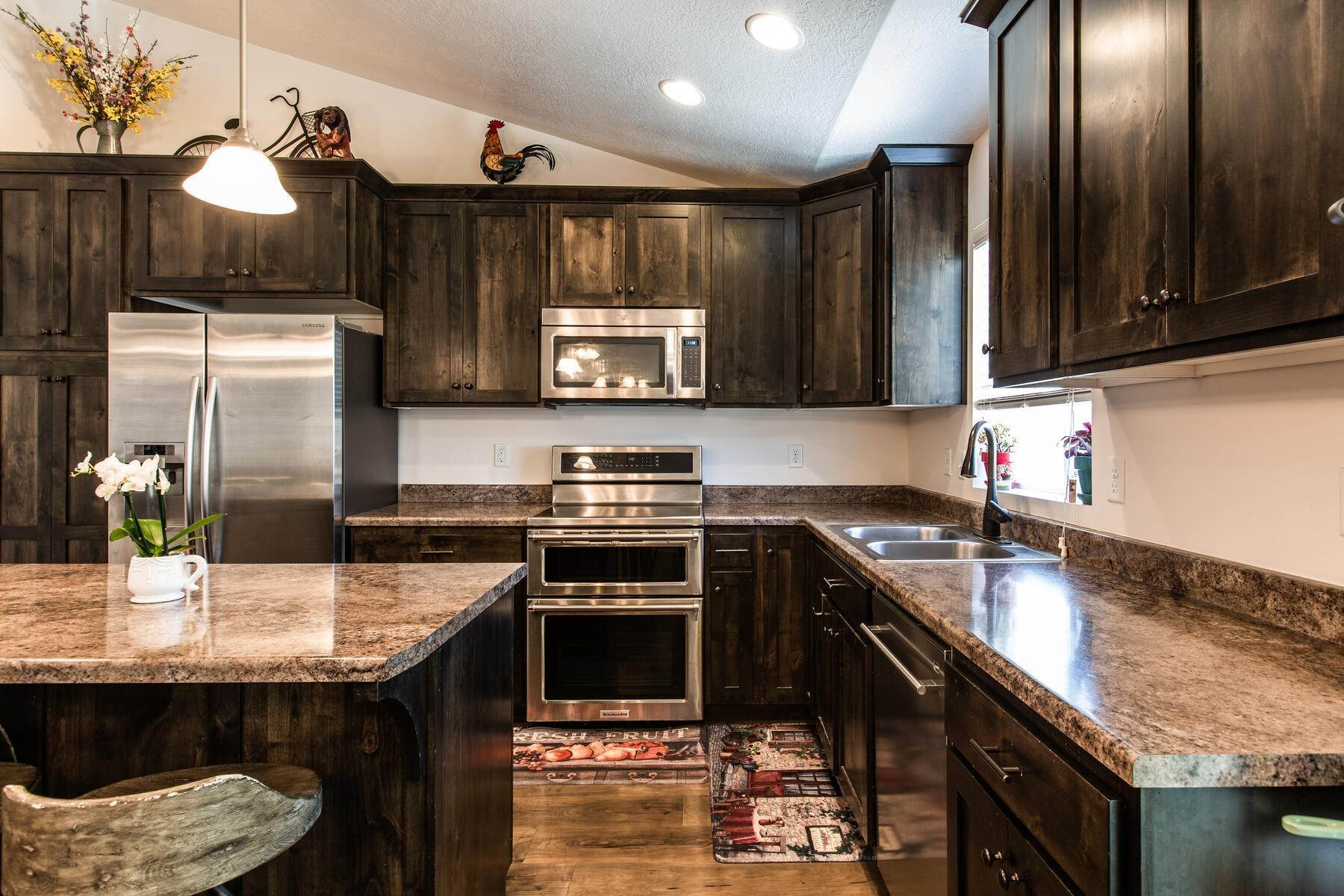 11. Single Family Homes for Sale at Beautiful Home in Quiet Neighborhood. 676 South 930 East Heber City, Utah 84032 United States