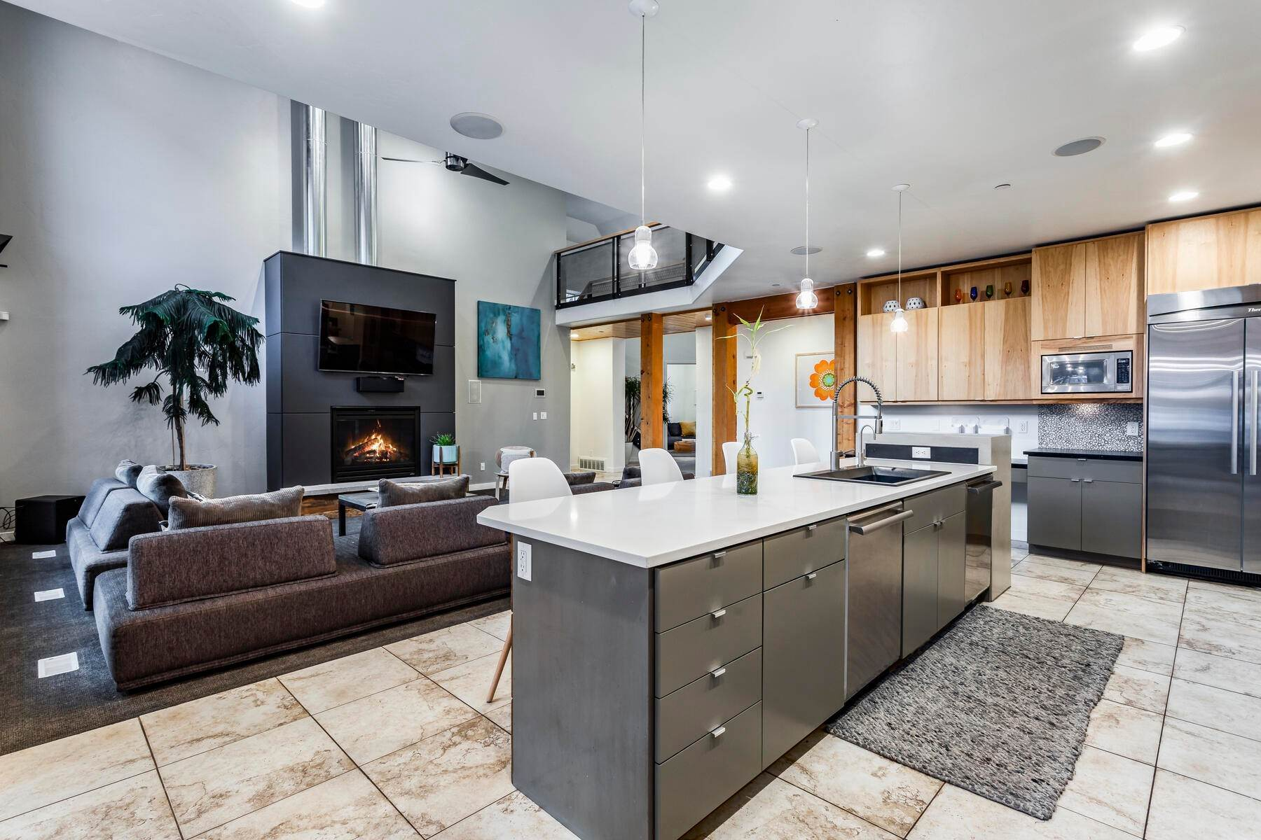 21. Single Family Homes for Sale at Luxury Living on the Mountain with Views in every Direction. 14808 S Maple Park Ct Draper, Utah 84020 United States
