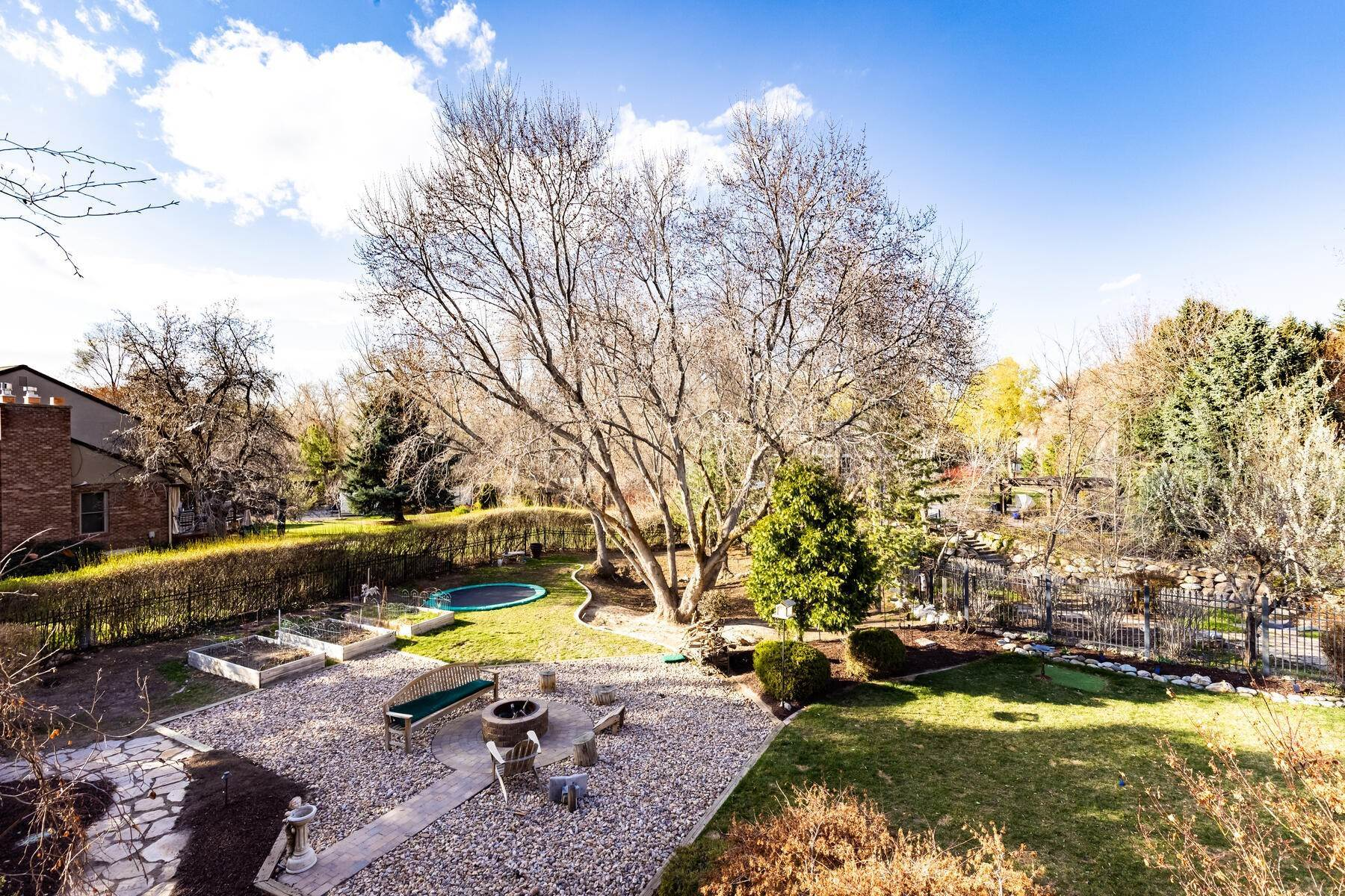 26. Single Family Homes for Sale at Beautiful Riverfront Estate 1937 E Siesta Dr Sandy, Utah 84093 United States