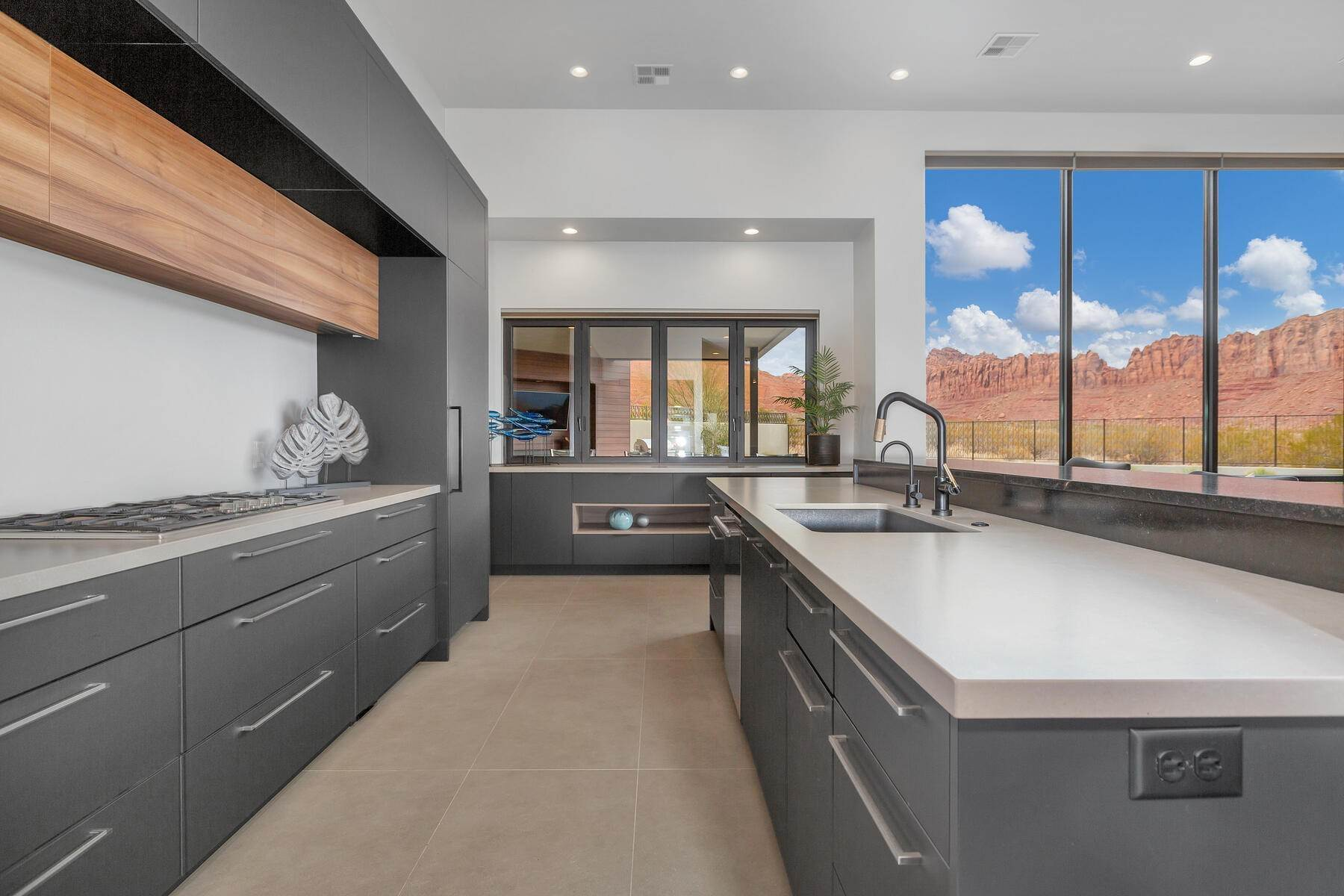 8. Single Family Homes for Sale at Modern Luxury Living In Snow Canyon 362 N Turtle Point Dr Ivins, Utah 84738 United States