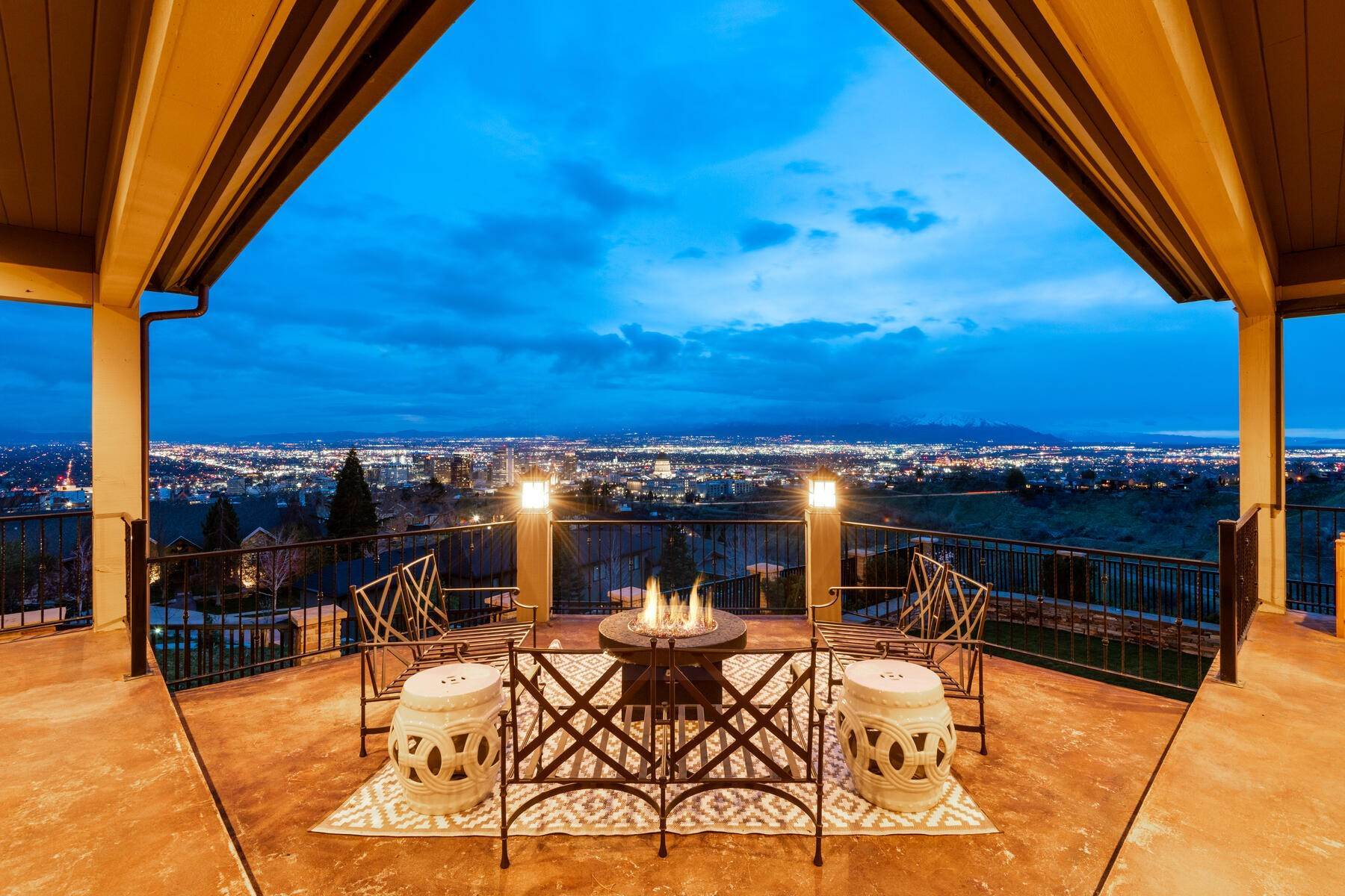 17. Single Family Homes for Sale at Stunning Hilltop Estate in Capitol Park 343 Red Brick Ct Salt Lake City, Utah 84103 United States