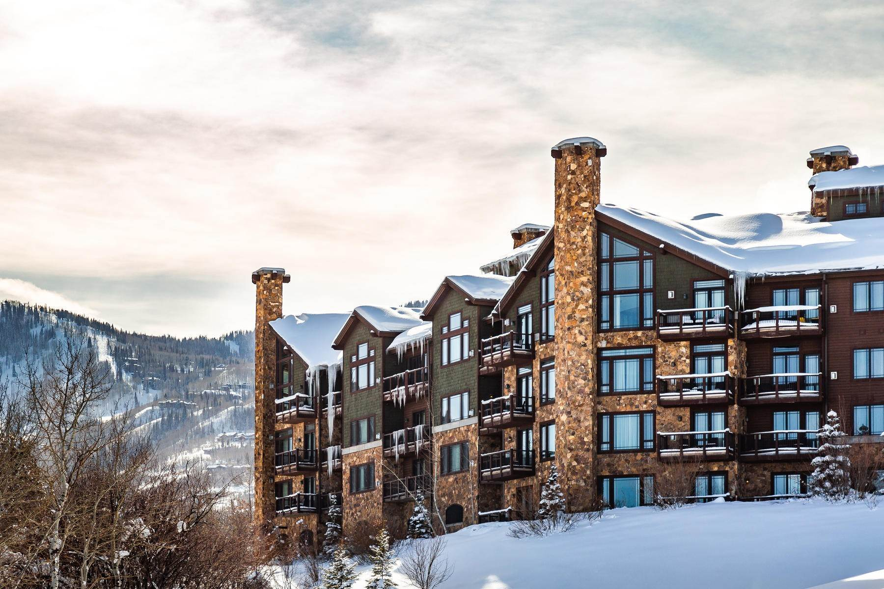 Condominiums for Sale at Waldorf Astoria with Stunning Views, Privacy and Recently Updated! 2100 W Frostwood Boulevard #5172 Park City, Utah 84098 United States