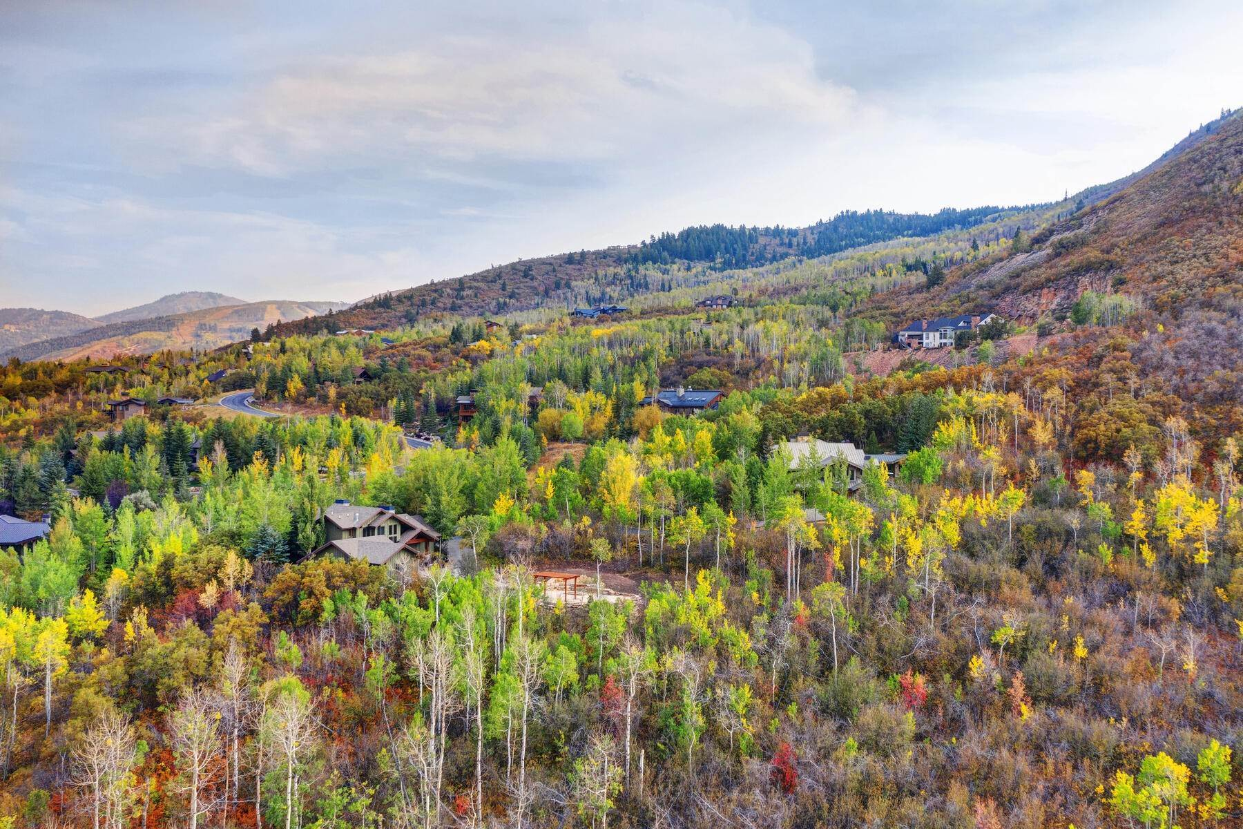 47. Single Family Homes for Sale at Your Private Oasis in the Heart of Park City 2692 Ruminant Road Park City, Utah 84060 United States