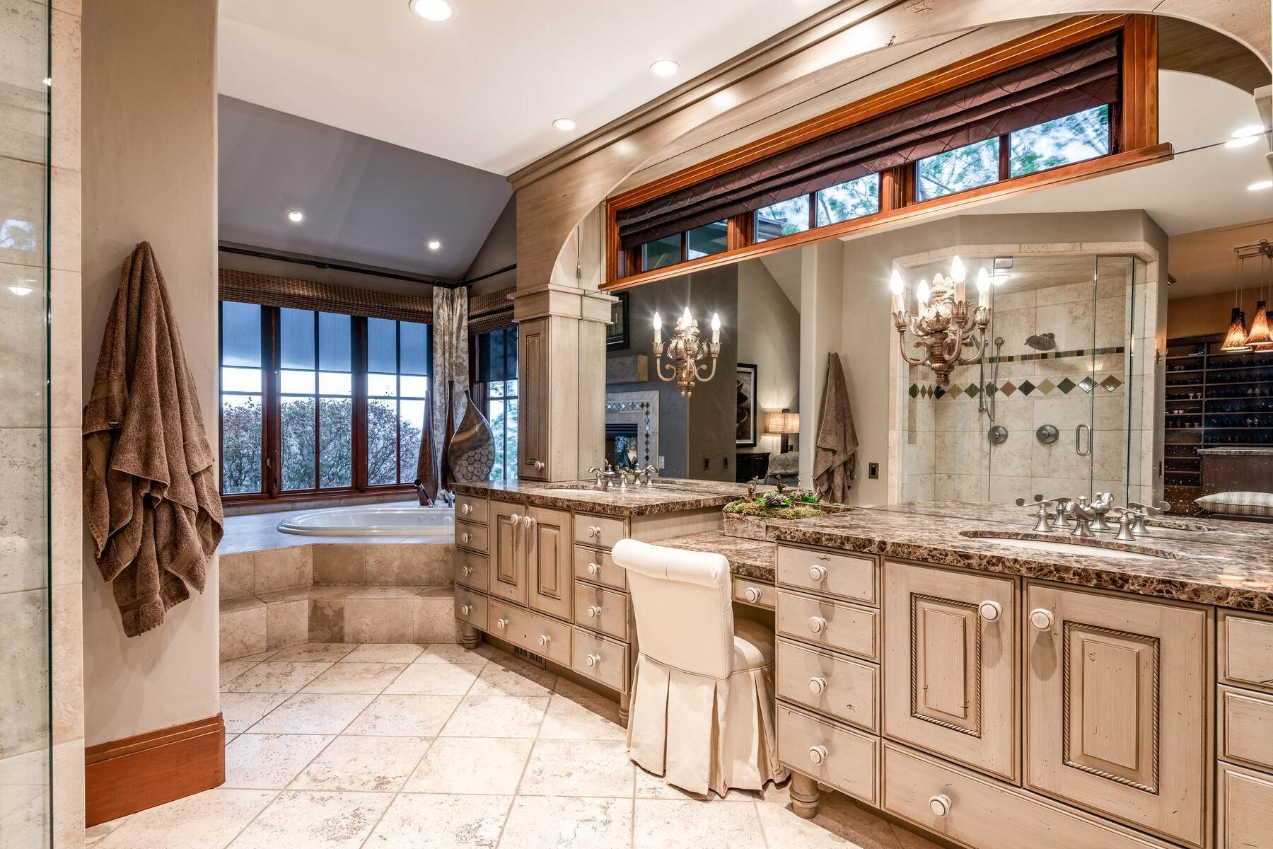 25. Single Family Homes for Sale at Stunning Hilltop Estate in Capitol Park 343 Red Brick Ct Salt Lake City, Utah 84103 United States