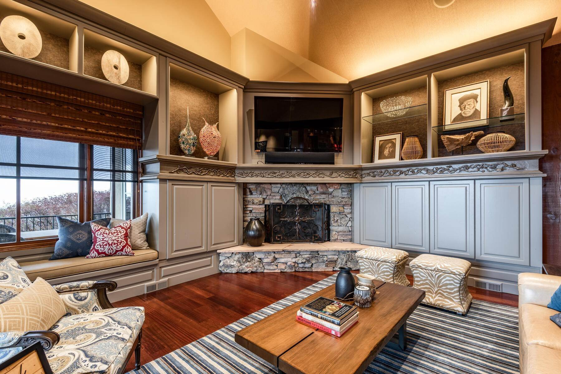 15. Single Family Homes for Sale at Stunning Hilltop Estate in Capitol Park 343 Red Brick Ct Salt Lake City, Utah 84103 United States