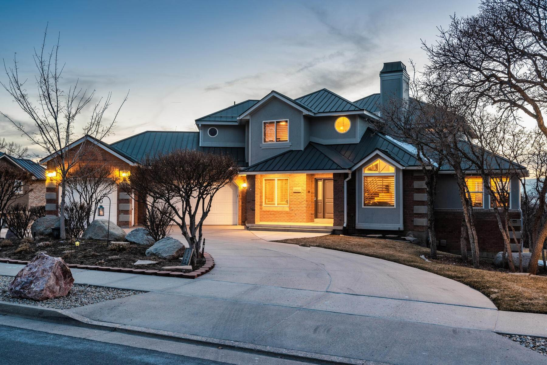 50. Single Family Homes for Sale at Beautiful 2-Story High up on Draper's East Bench 12464 S 1840 E Draper, Utah 84020 United States