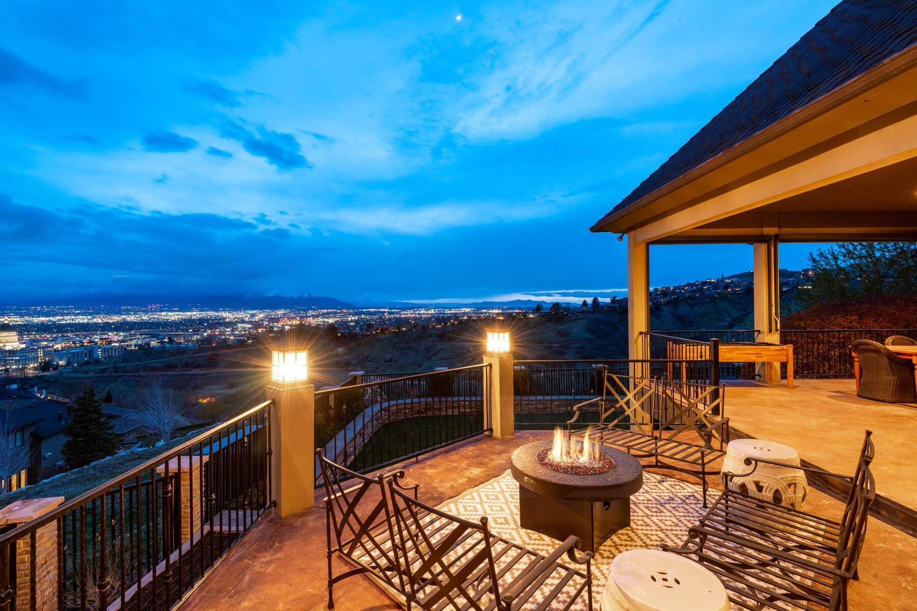 19. Single Family Homes for Sale at Stunning Hilltop Estate in Capitol Park 343 Red Brick Ct Salt Lake City, Utah 84103 United States