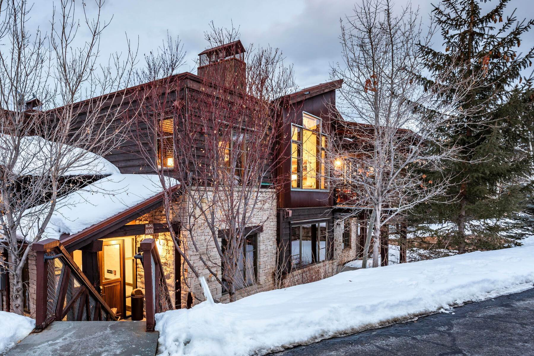 50. Condominiums for Sale at Silver Star's Rarest 3 Bedroom Stacked Flat 1825 Three Kings Dr #4303 Park City, Utah 84060 United States