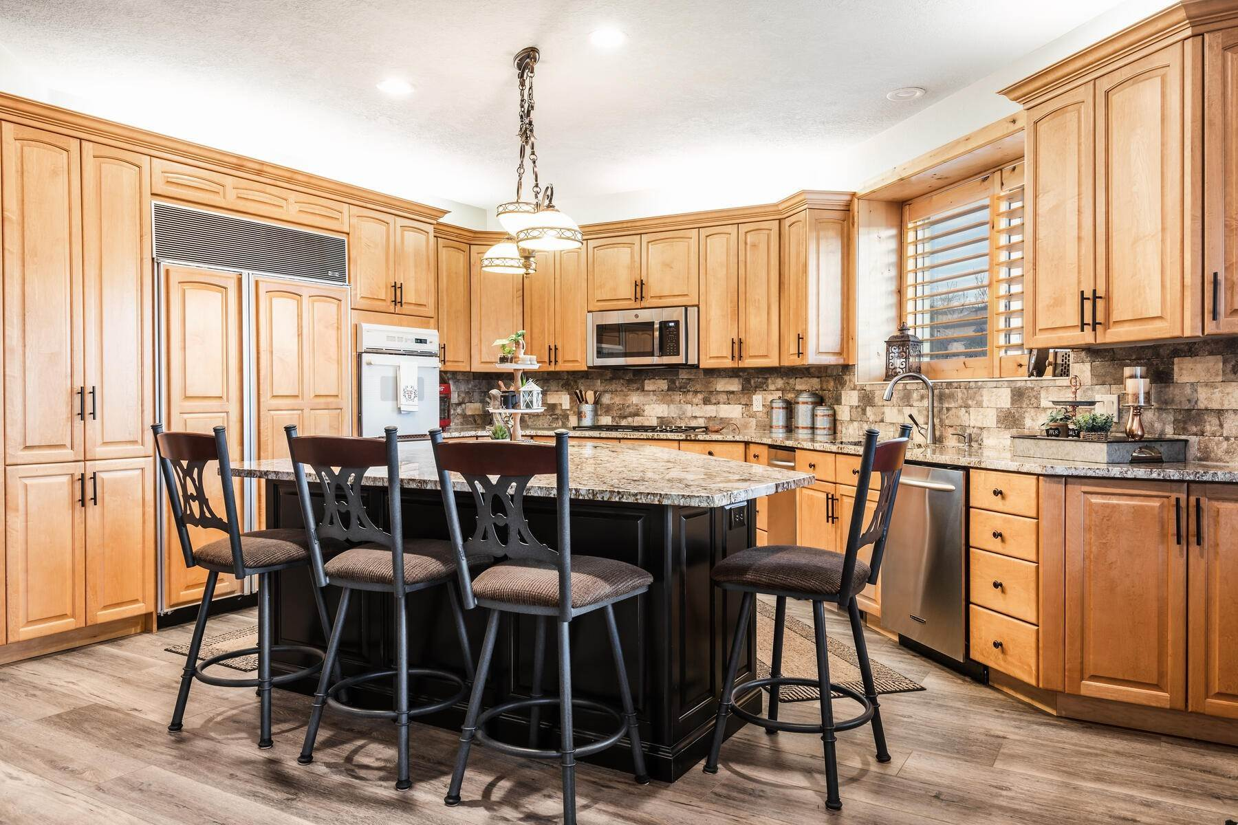 5. Single Family Homes for Sale at Beautiful 2-Story High up on Draper's East Bench 12464 S 1840 E Draper, Utah 84020 United States