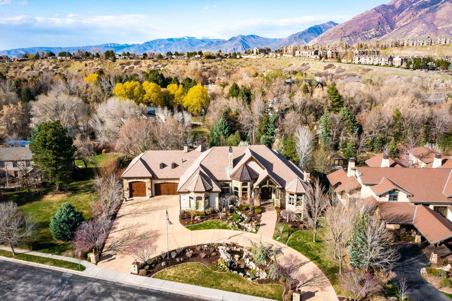 27. Single Family Homes for Sale at Beautiful Riverfront Estate 1937 E Siesta Dr Sandy, Utah 84093 United States