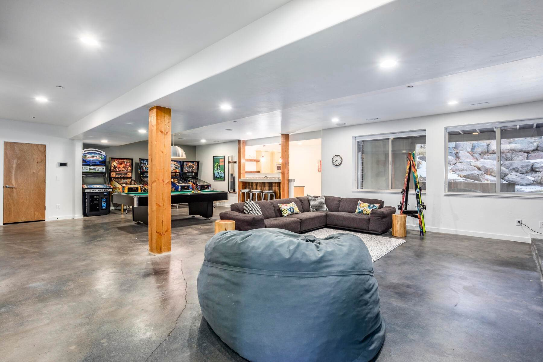 32. Single Family Homes for Sale at Luxury Living on the Mountain with Views in every Direction. 14808 S Maple Park Ct Draper, Utah 84020 United States