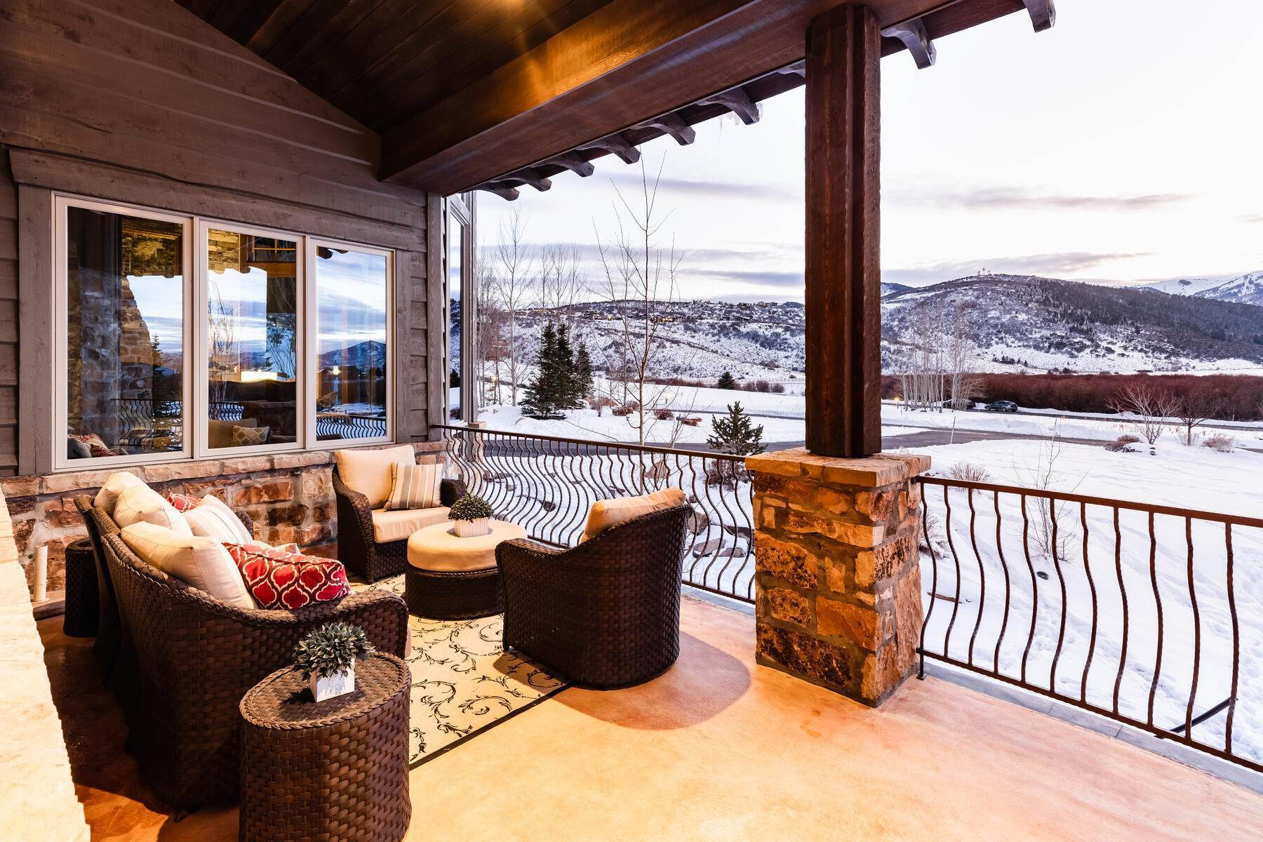 33. Single Family Homes for Sale at Rare Ranch Creek Estates Home Boasts over 3 Acres with Unparalleled Views 4400 N Ranch Creek Ln Park City, Utah 84098 United States