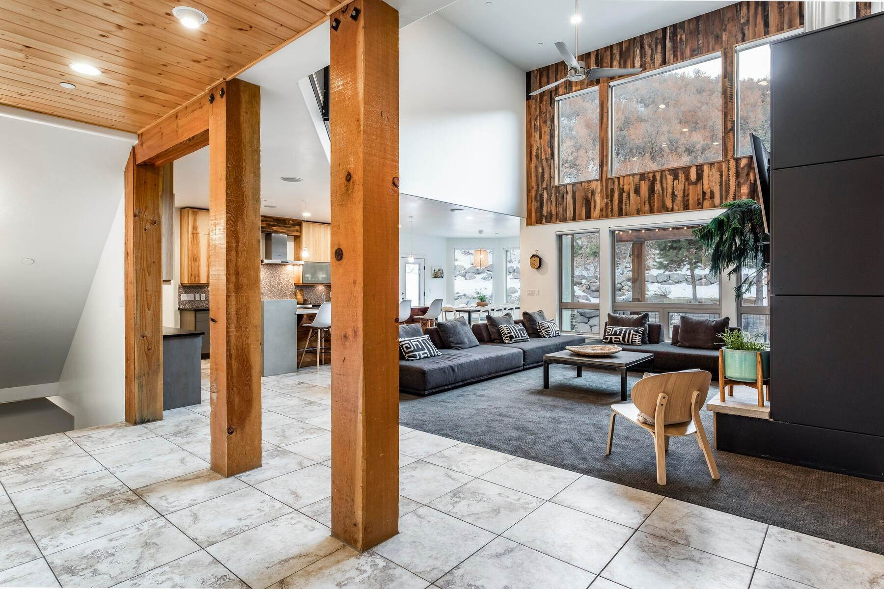 19. Single Family Homes for Sale at Luxury Living on the Mountain with Views in every Direction. 14808 S Maple Park Ct Draper, Utah 84020 United States
