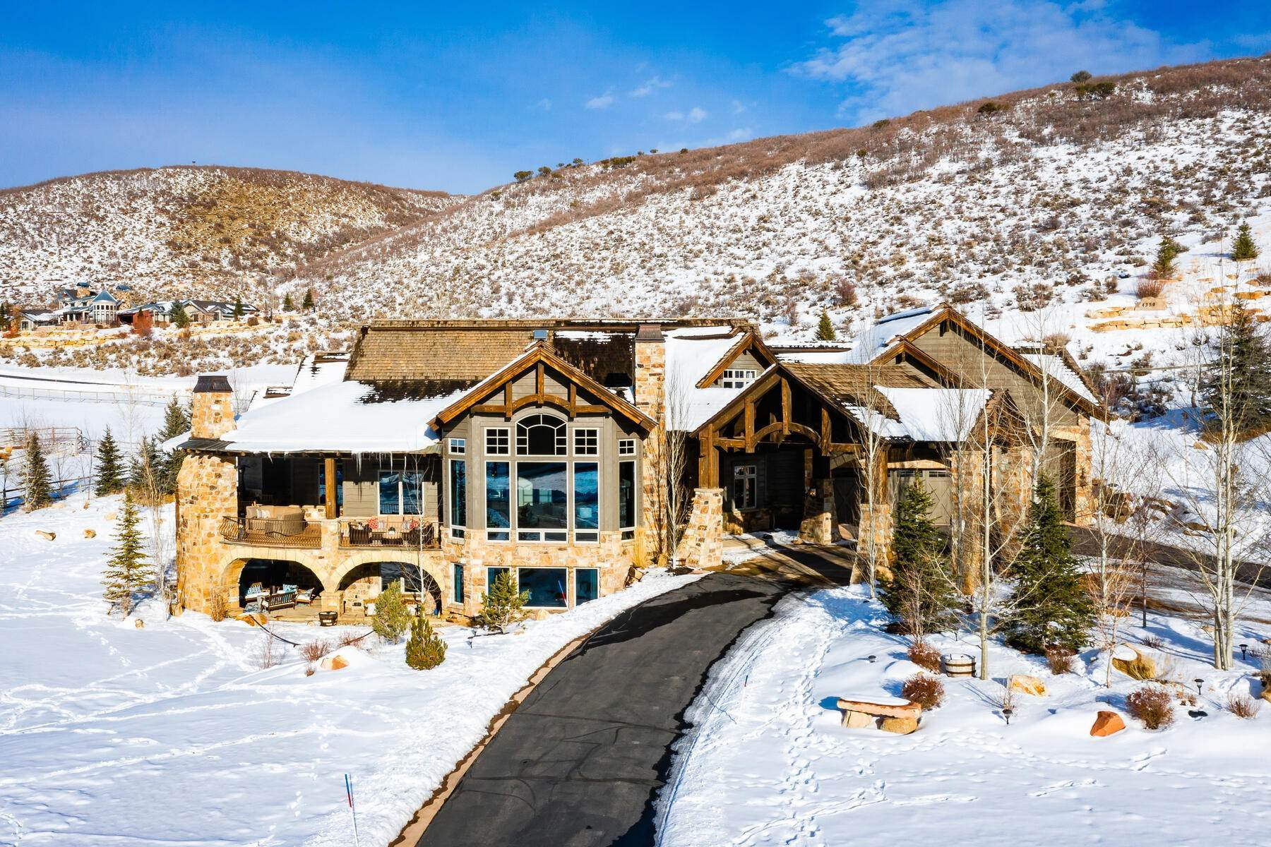 40. Single Family Homes for Sale at Rare Ranch Creek Estates Home Boasts over 3 Acres with Unparalleled Views 4400 N Ranch Creek Ln Park City, Utah 84098 United States
