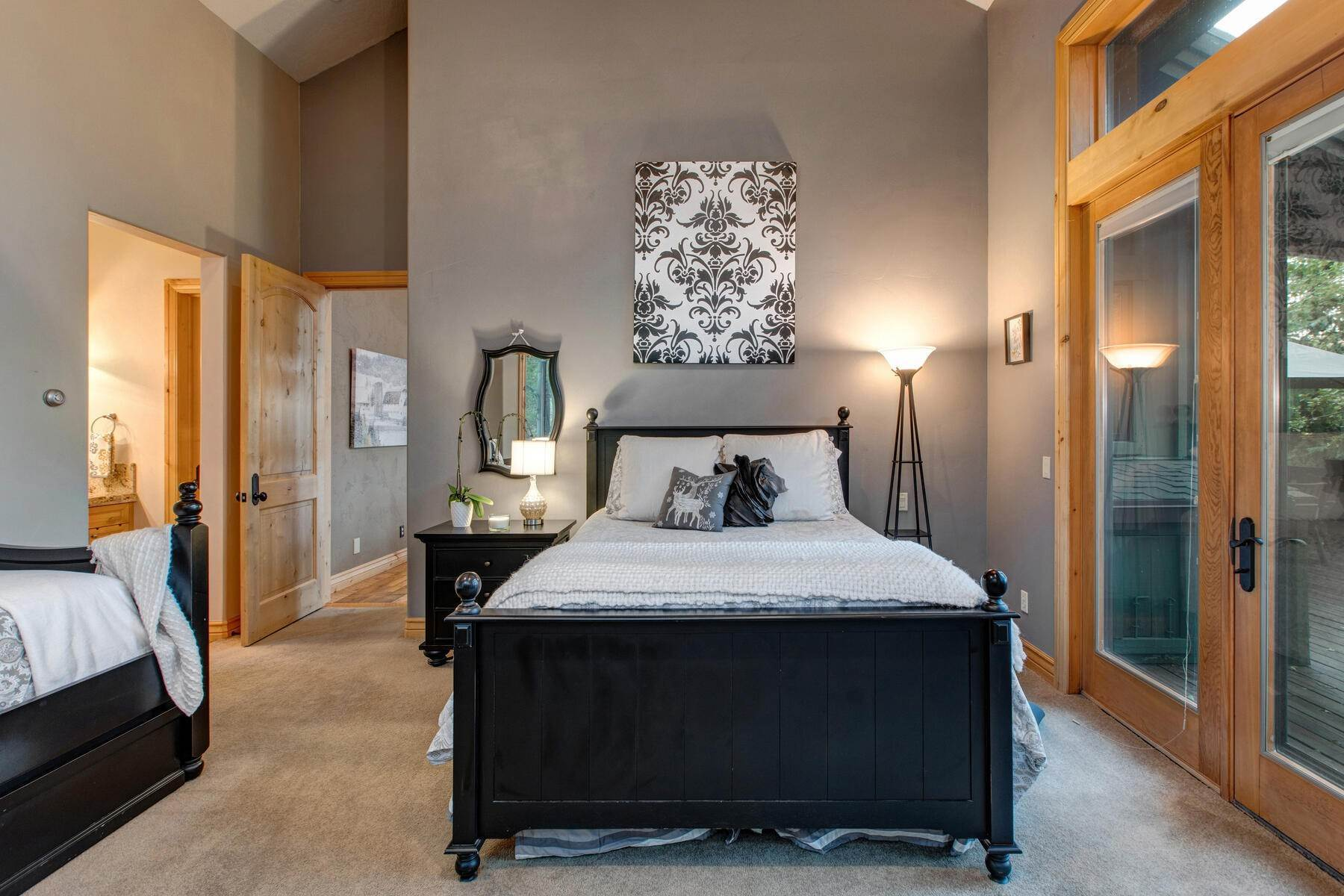 26. Single Family Homes for Sale at Your Private Oasis in the Heart of Park City 2692 Ruminant Road Park City, Utah 84060 United States