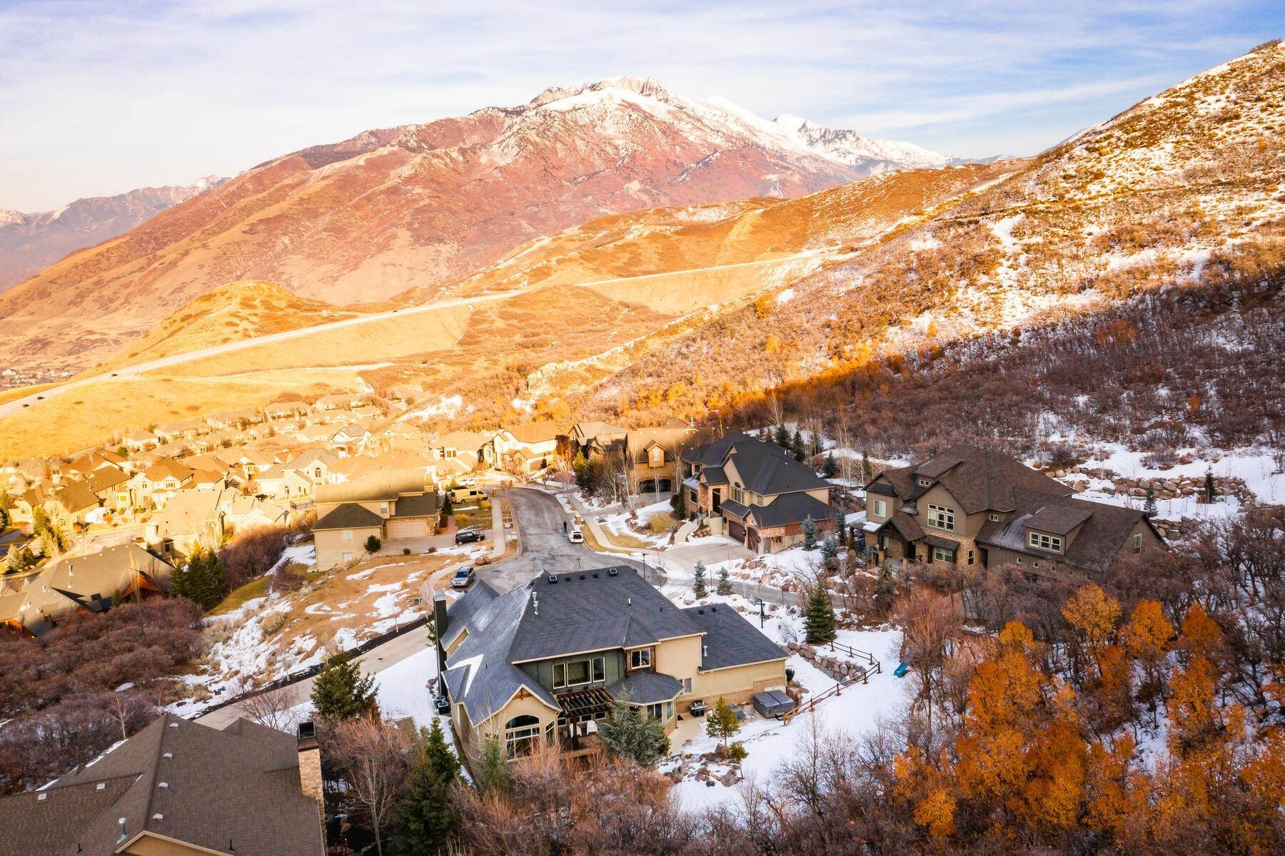 6. Single Family Homes for Sale at Luxury Living on the Mountain with Views in every Direction. 14808 S Maple Park Ct Draper, Utah 84020 United States