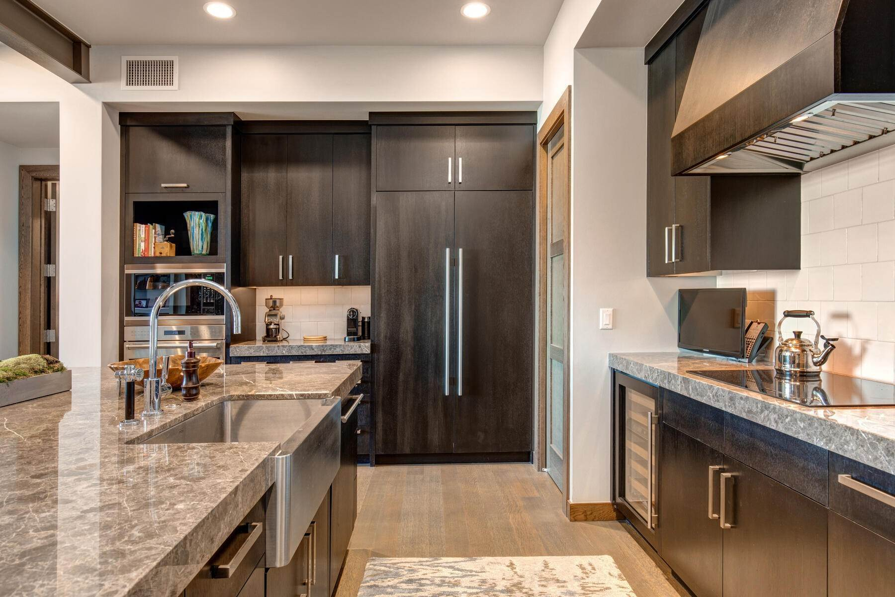 16. Condominiums for Sale at Ski-In Ski-Out Alpine Luxury Living at Stein Eriksen Residences 6702 Stein Circle #131 Park City, Utah 84060 United States
