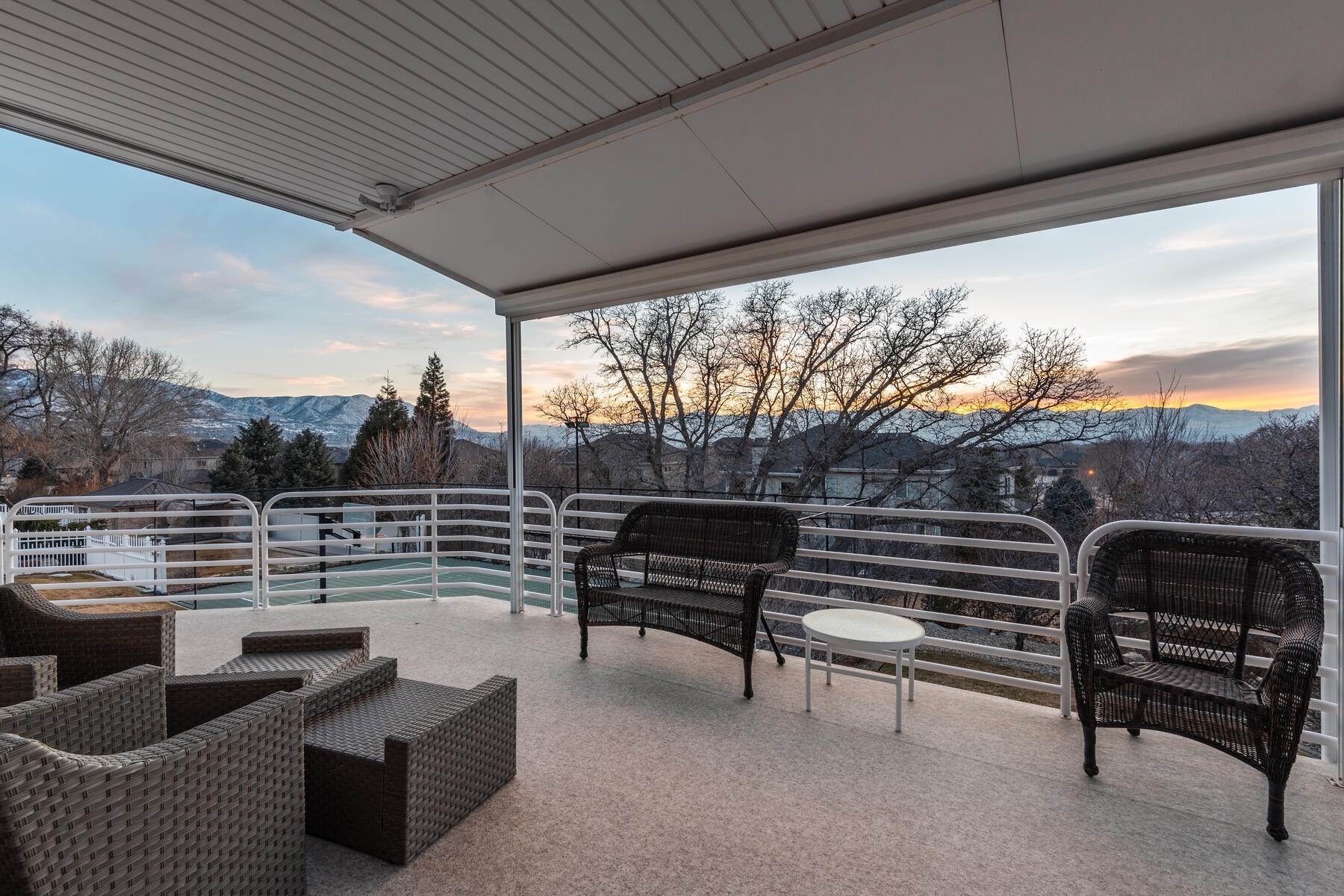 44. Single Family Homes for Sale at Beautiful 2-Story High up on Draper's East Bench 12464 S 1840 E Draper, Utah 84020 United States