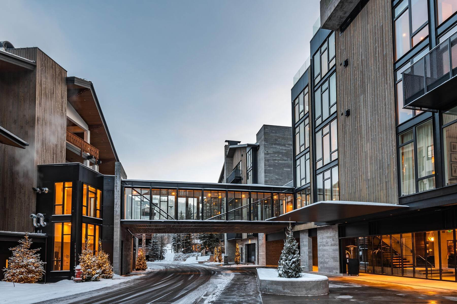 50. Condominiums for Sale at Boutique Luxury Hotel Residences in Prime Deer Valley Silver Lake Village 7520 Royal Street #321 Park City, Utah 84060 United States