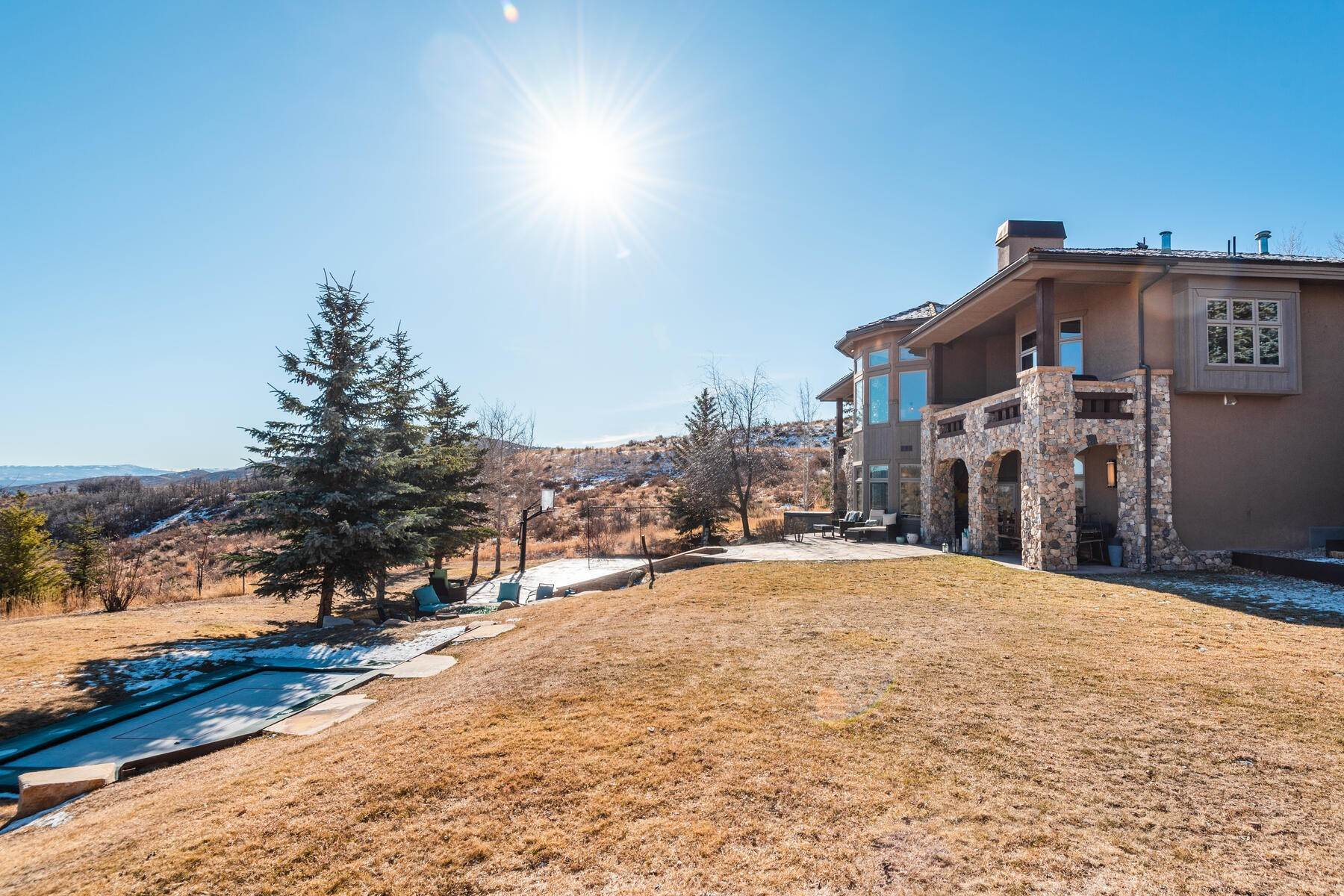 48. Single Family Homes for Sale at Updated Home in Park Meadows Has It All! 2710 Silver Cloud Dr Park City, Utah 84060 United States