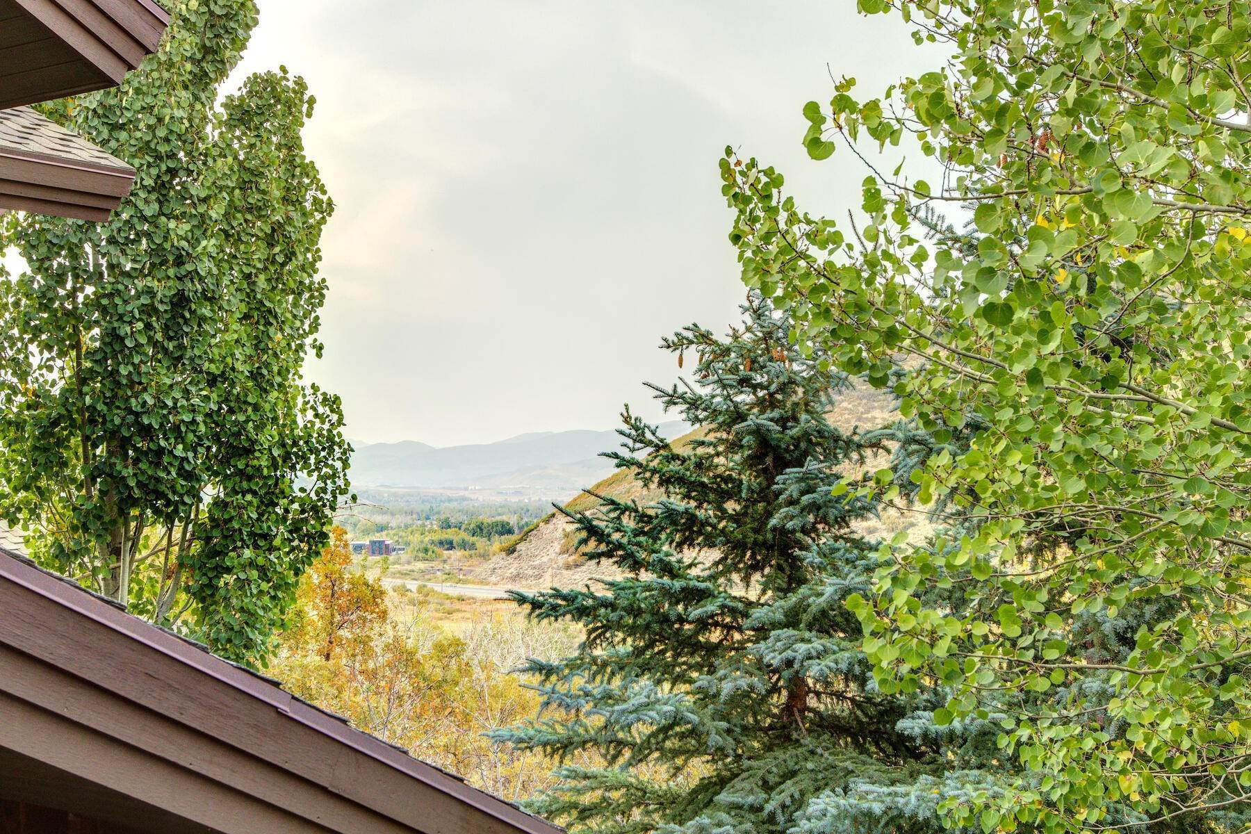 17. Single Family Homes for Sale at Your Private Oasis in the Heart of Park City 2692 Ruminant Road Park City, Utah 84060 United States