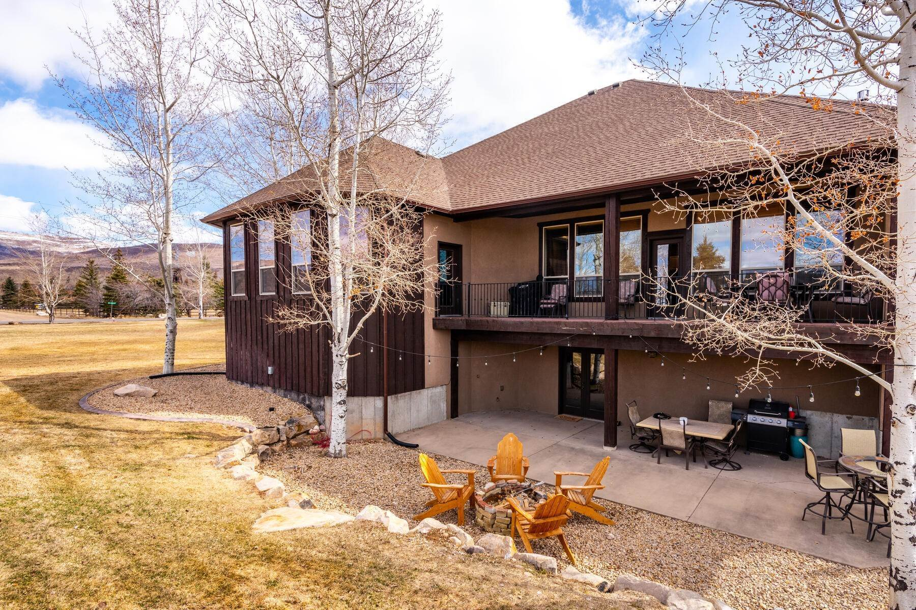 3. Single Family Homes for Sale at Expansive Home On One Acre in Oakley 5425 N Estates Ln Oakley, Utah 84055 United States