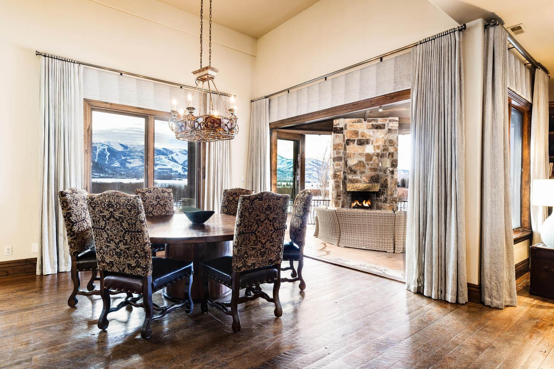 8. Single Family Homes for Sale at Rare Ranch Creek Estates Home Boasts over 3 Acres with Unparalleled Views 4400 N Ranch Creek Ln Park City, Utah 84098 United States
