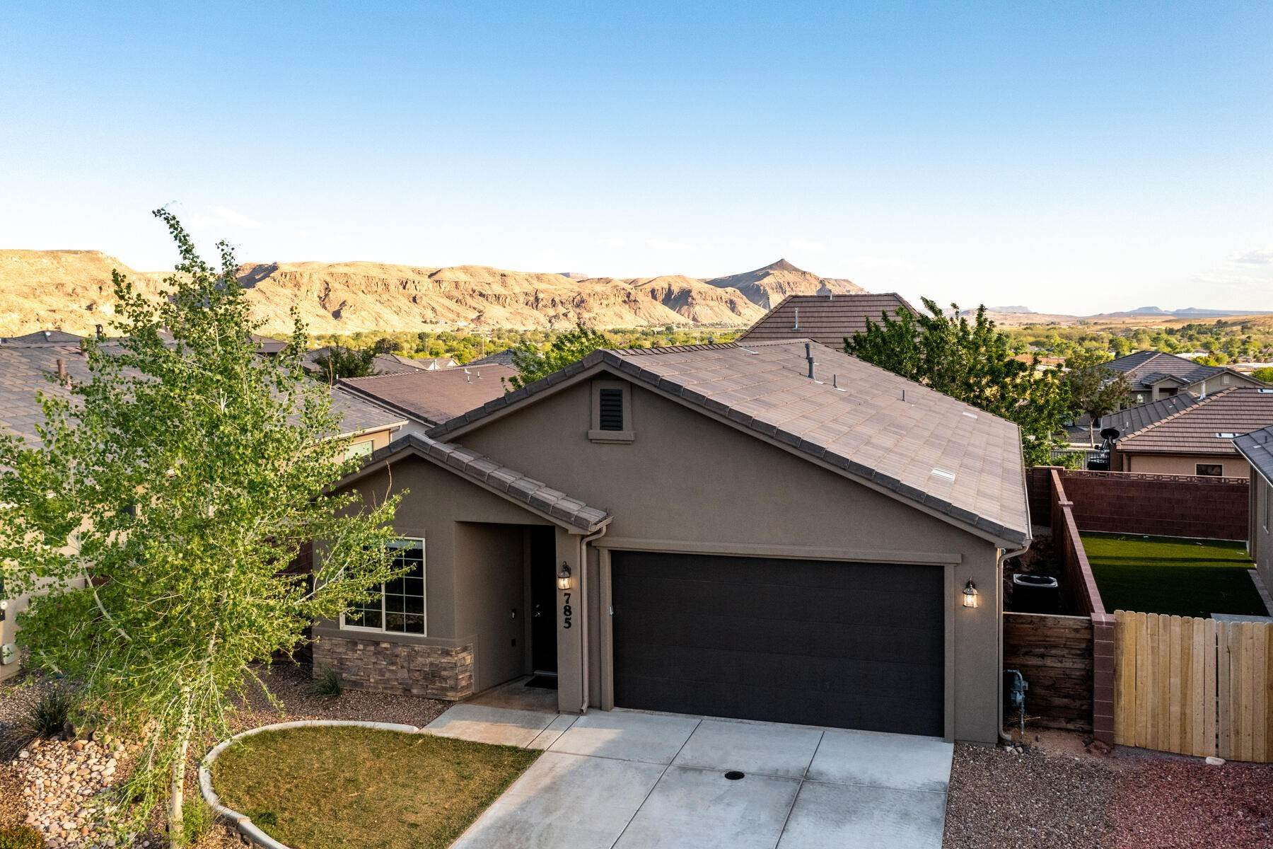24. Single Family Homes for Sale at Just Right In So Many Ways 785 West 400 North Hurricane, Utah 84737 United States