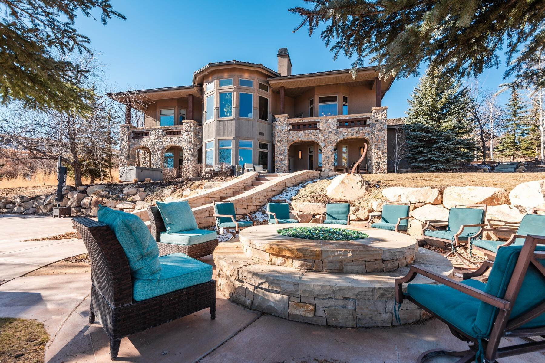 46. Single Family Homes for Sale at Updated Home in Park Meadows Has It All! 2710 Silver Cloud Dr Park City, Utah 84060 United States