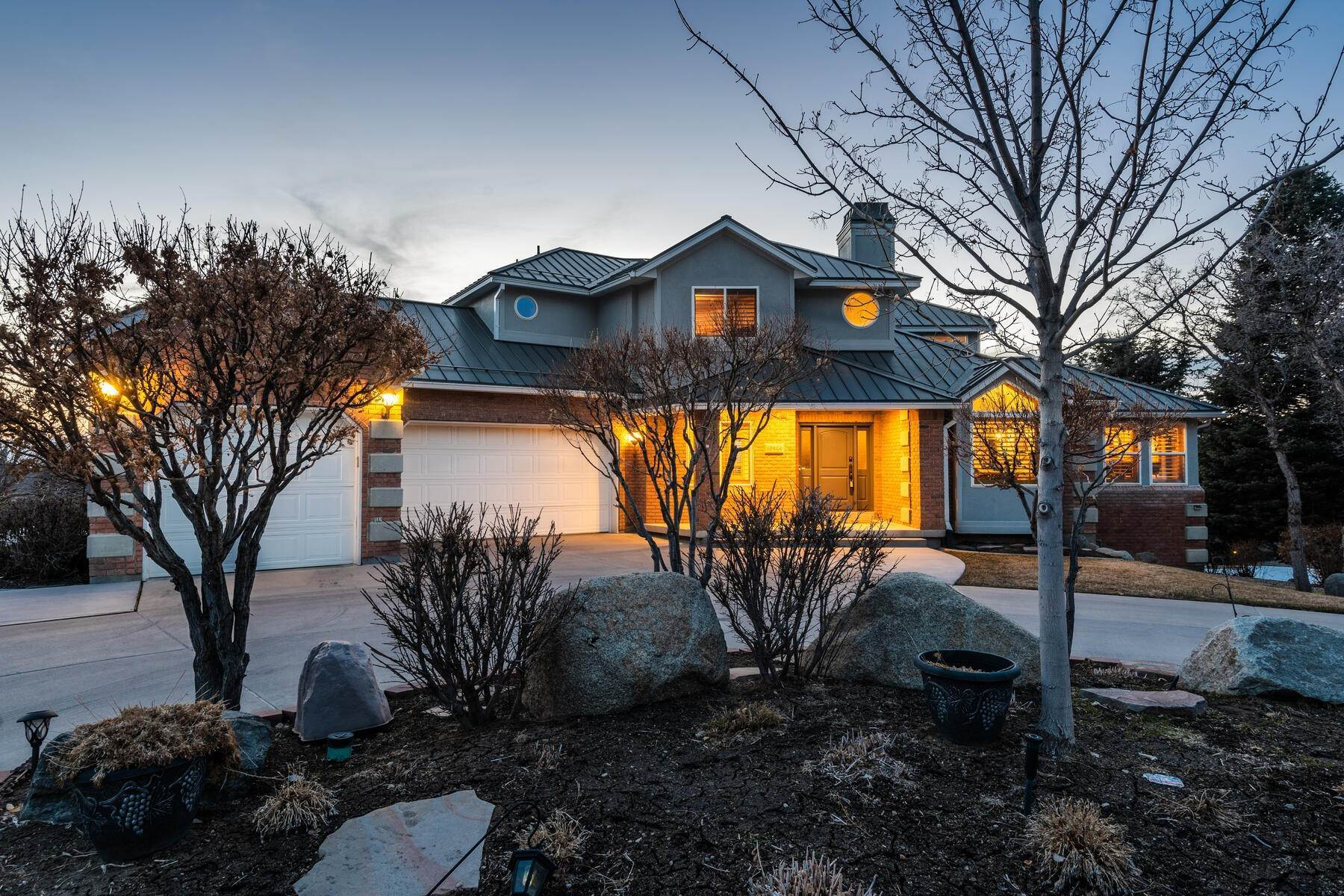 49. Single Family Homes for Sale at Beautiful 2-Story High up on Draper's East Bench 12464 S 1840 E Draper, Utah 84020 United States