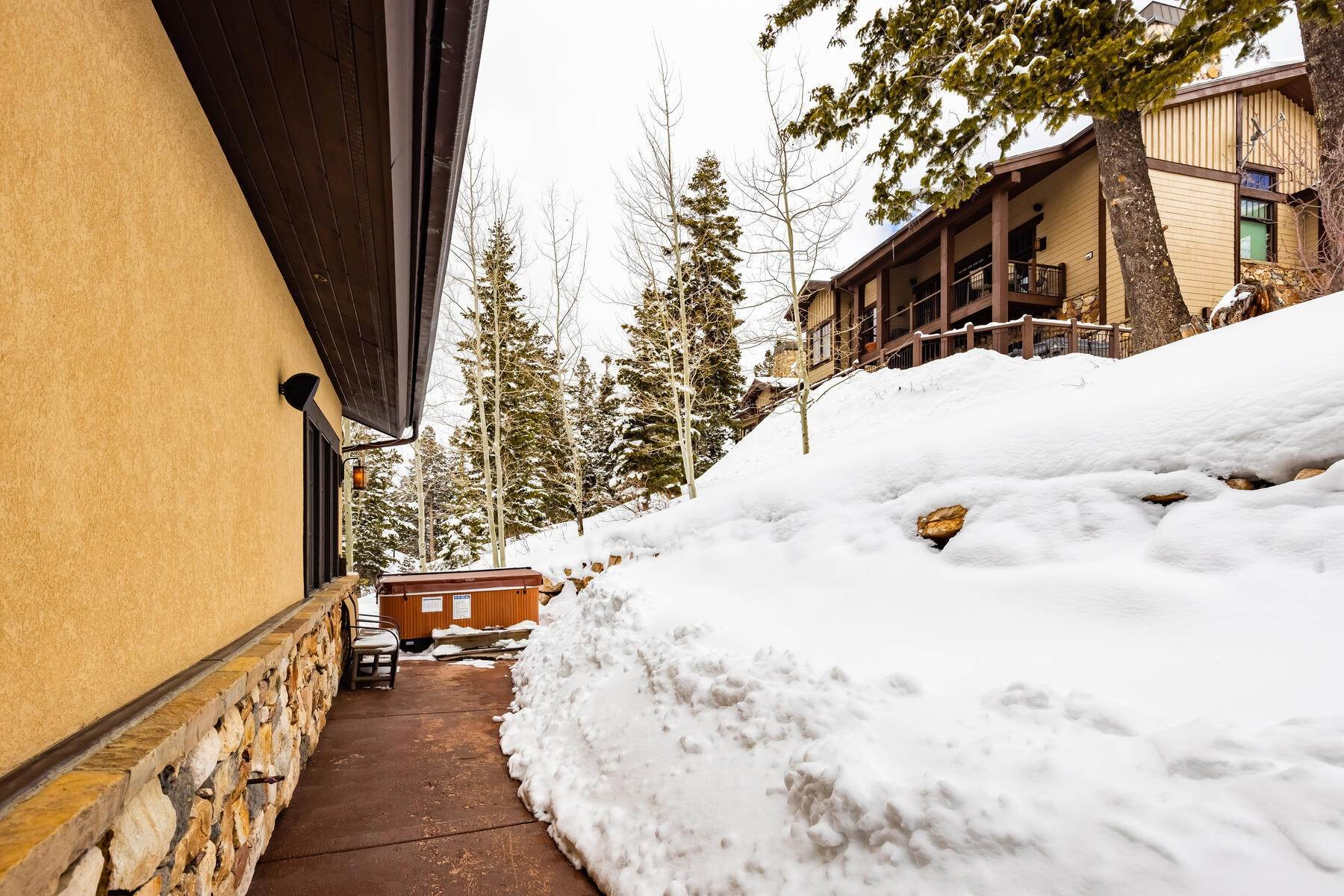40. townhouses for Sale at Ideally Located and Luxuriously Appointed Lookout at Deer Valley 6565 Lookout Dr #22 Park City, Utah 84060 United States