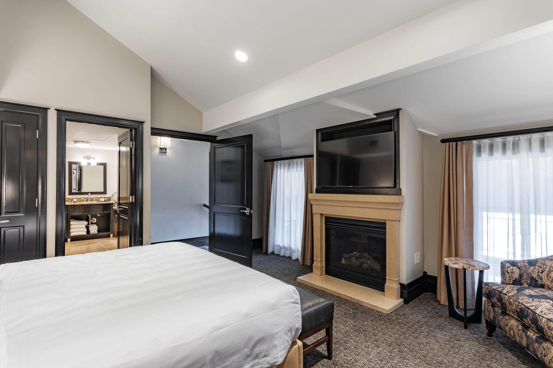 26. Condominiums for Sale at Only 4-Bedroom Available at Waldorf Astoria, Top Floor, Penthouse Unit 2100 W Frostwood Blvd, #7117 Park City, Utah 84098 United States