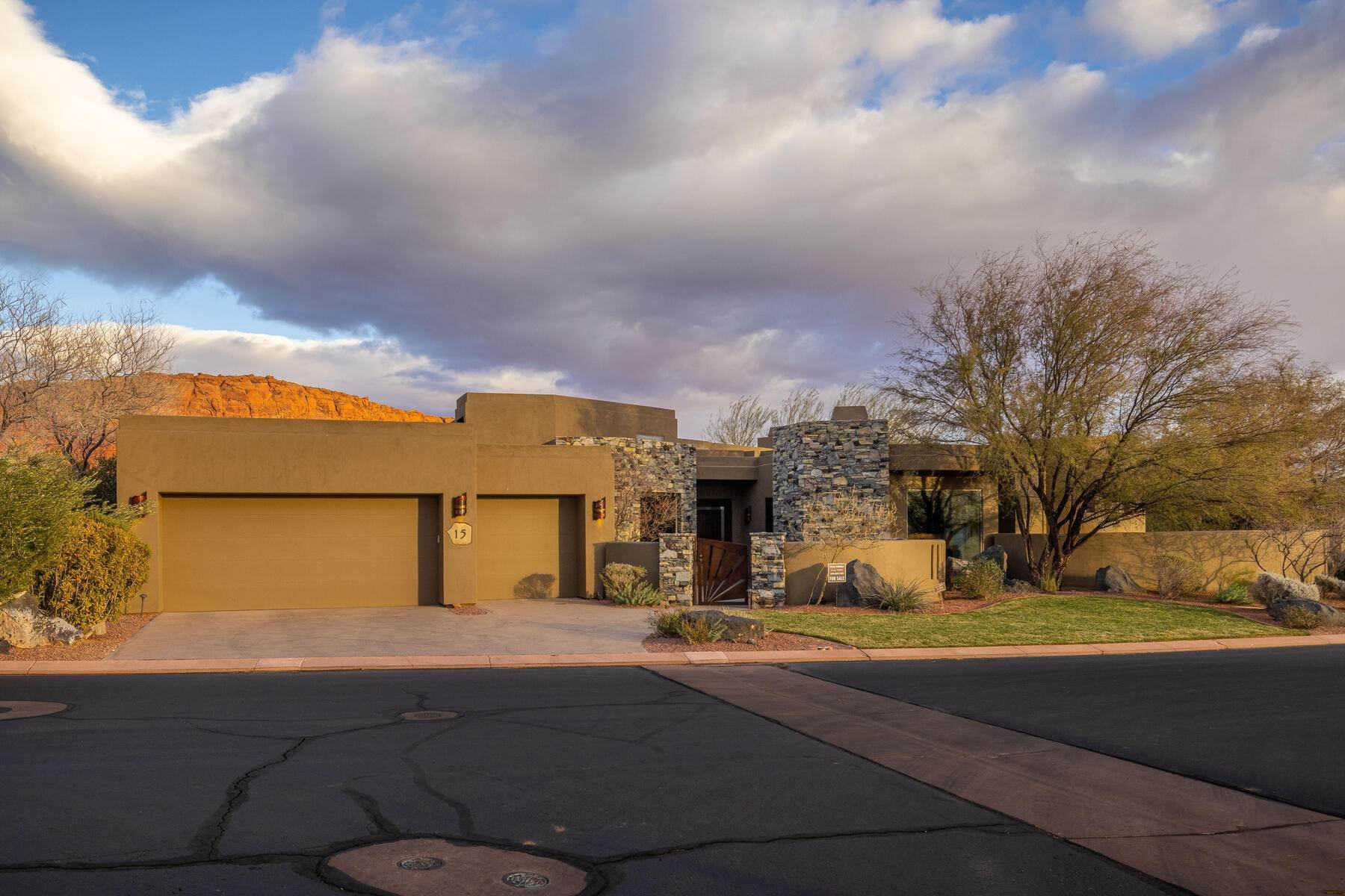 Single Family Homes for Sale at Reserve at Entrada Desert Contemporary Retreat 1500 E Split Rock Dr, #15 Ivins, Utah 84738 United States