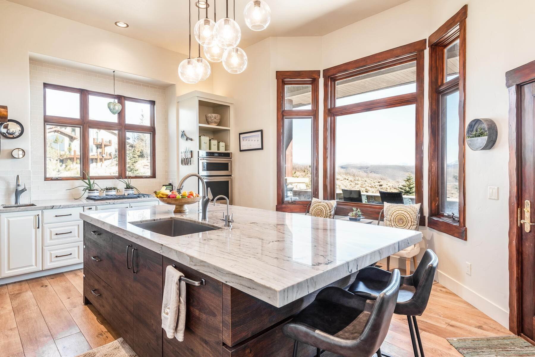 11. Single Family Homes for Sale at Updated Home in Park Meadows Has It All! 2710 Silver Cloud Dr Park City, Utah 84060 United States