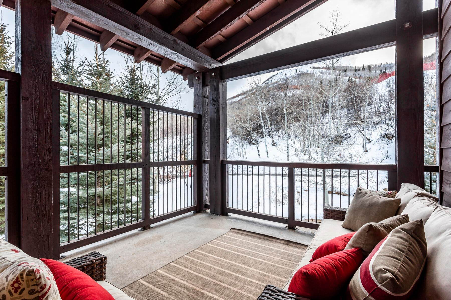 40. Condominiums for Sale at Silver Star's Rarest 3 Bedroom Stacked Flat 1825 Three Kings Dr #4303 Park City, Utah 84060 United States