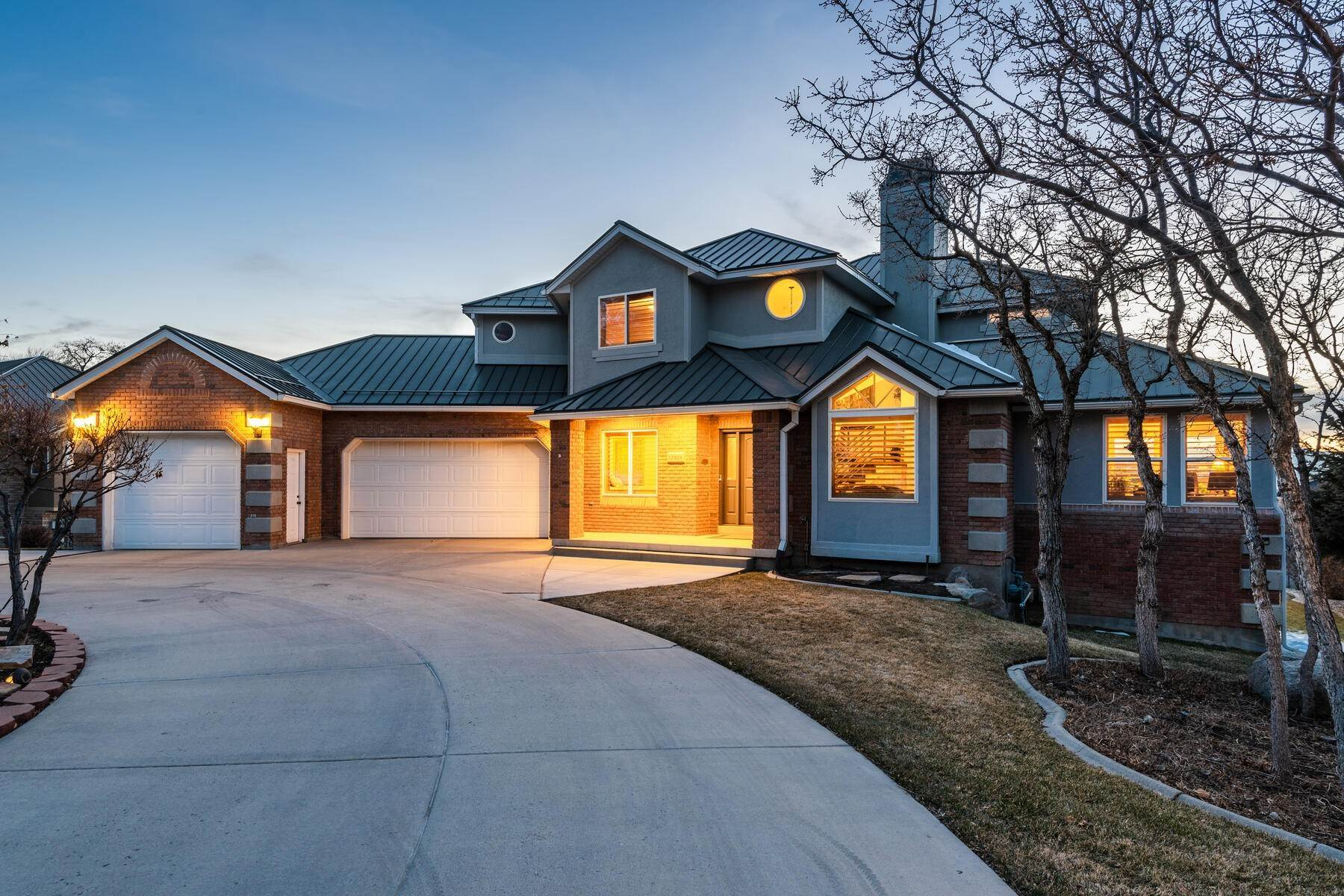Single Family Homes for Sale at Beautiful 2-Story High up on Draper's East Bench 12464 S 1840 E Draper, Utah 84020 United States