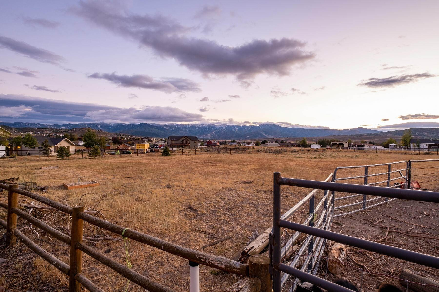 36. Single Family Homes for Sale at Space, Privacy and Views in Silver Creek 959 E Echo Lane Park City, Utah 84098 United States