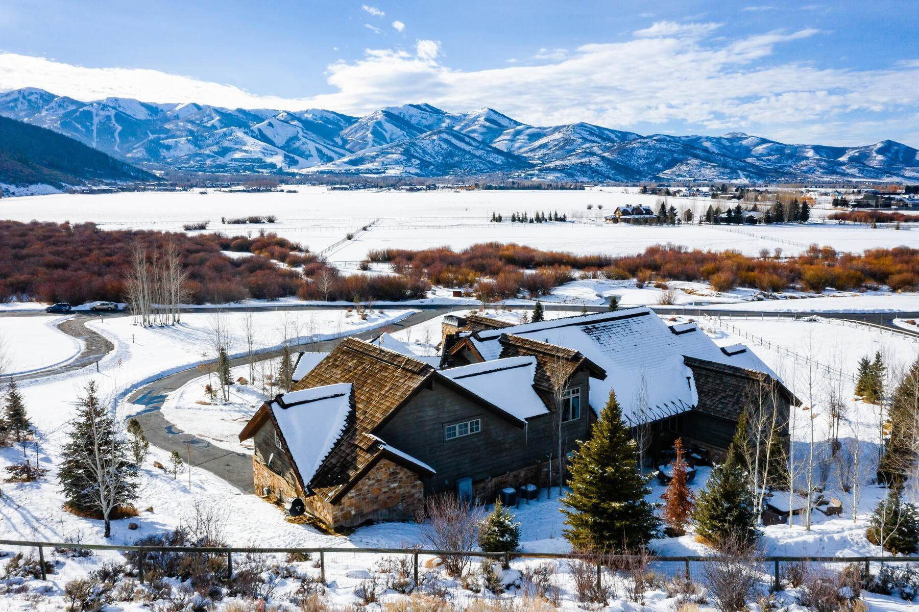 36. Single Family Homes for Sale at Rare Ranch Creek Estates Home Boasts over 3 Acres with Unparalleled Views 4400 N Ranch Creek Ln Park City, Utah 84098 United States